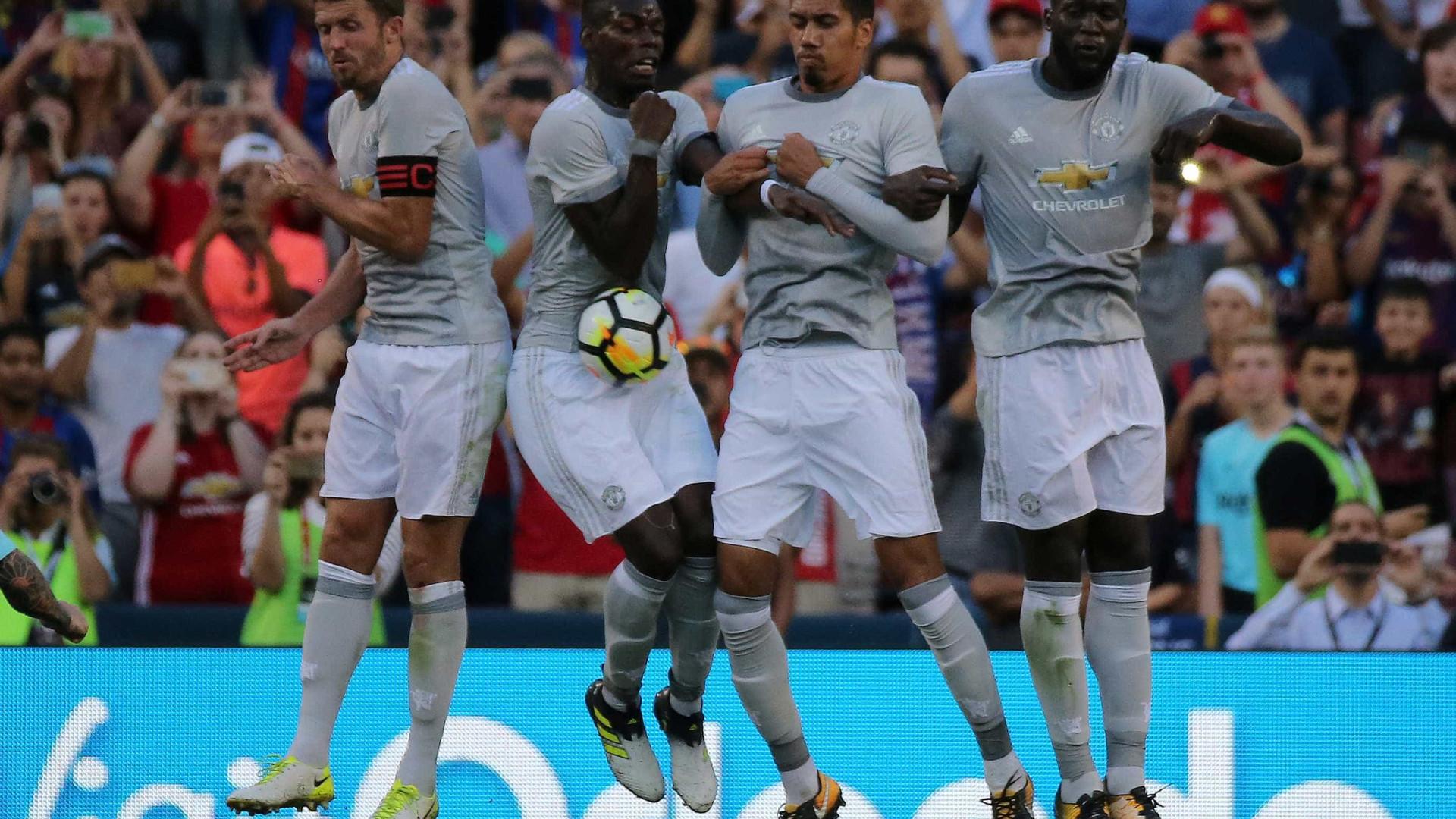 Manchester United sobe a parada e promete prémios milionários
