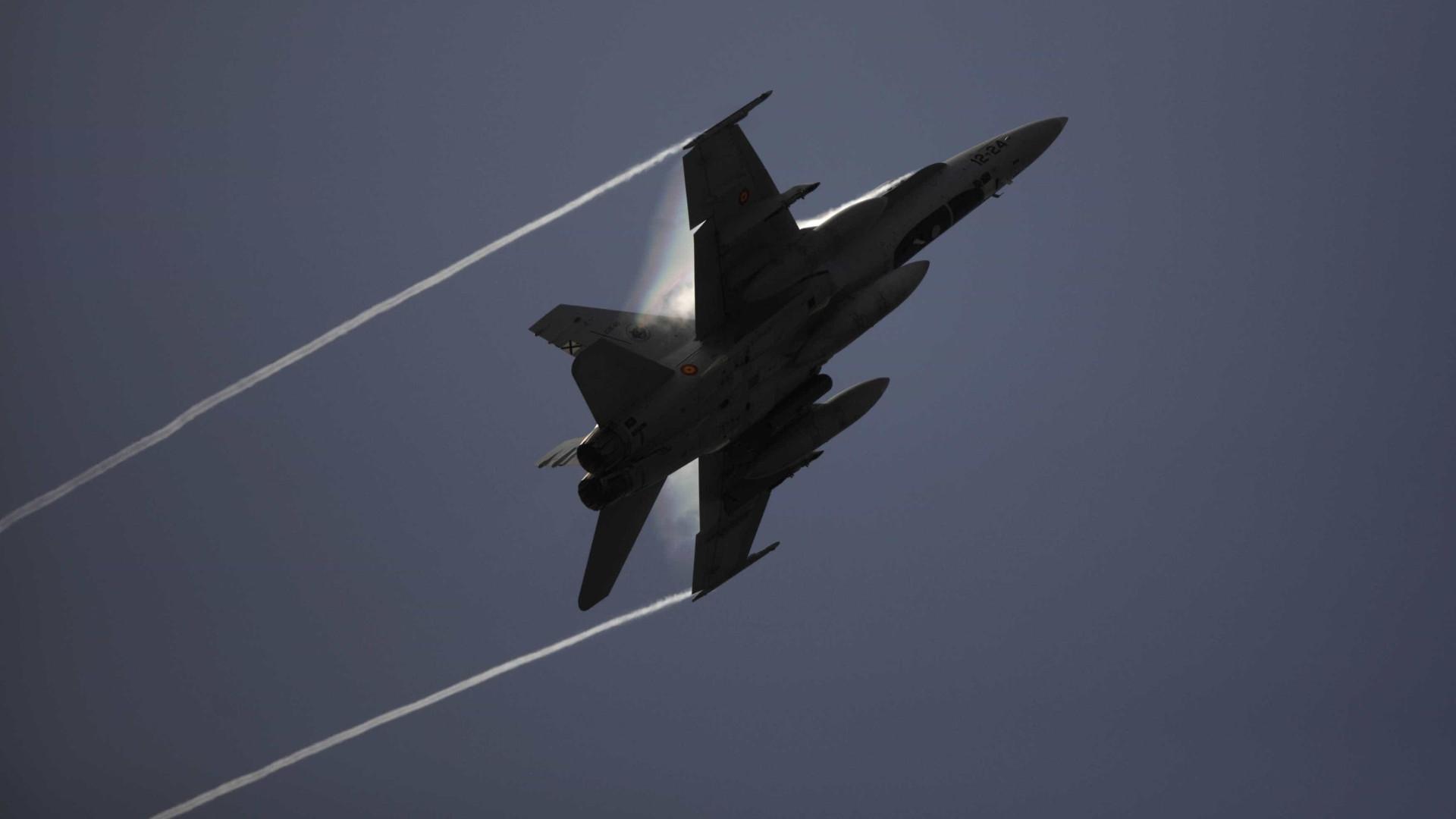 """NATO considera """"acidental"""" entrada na Finlândia de dois caças espanhóis"""