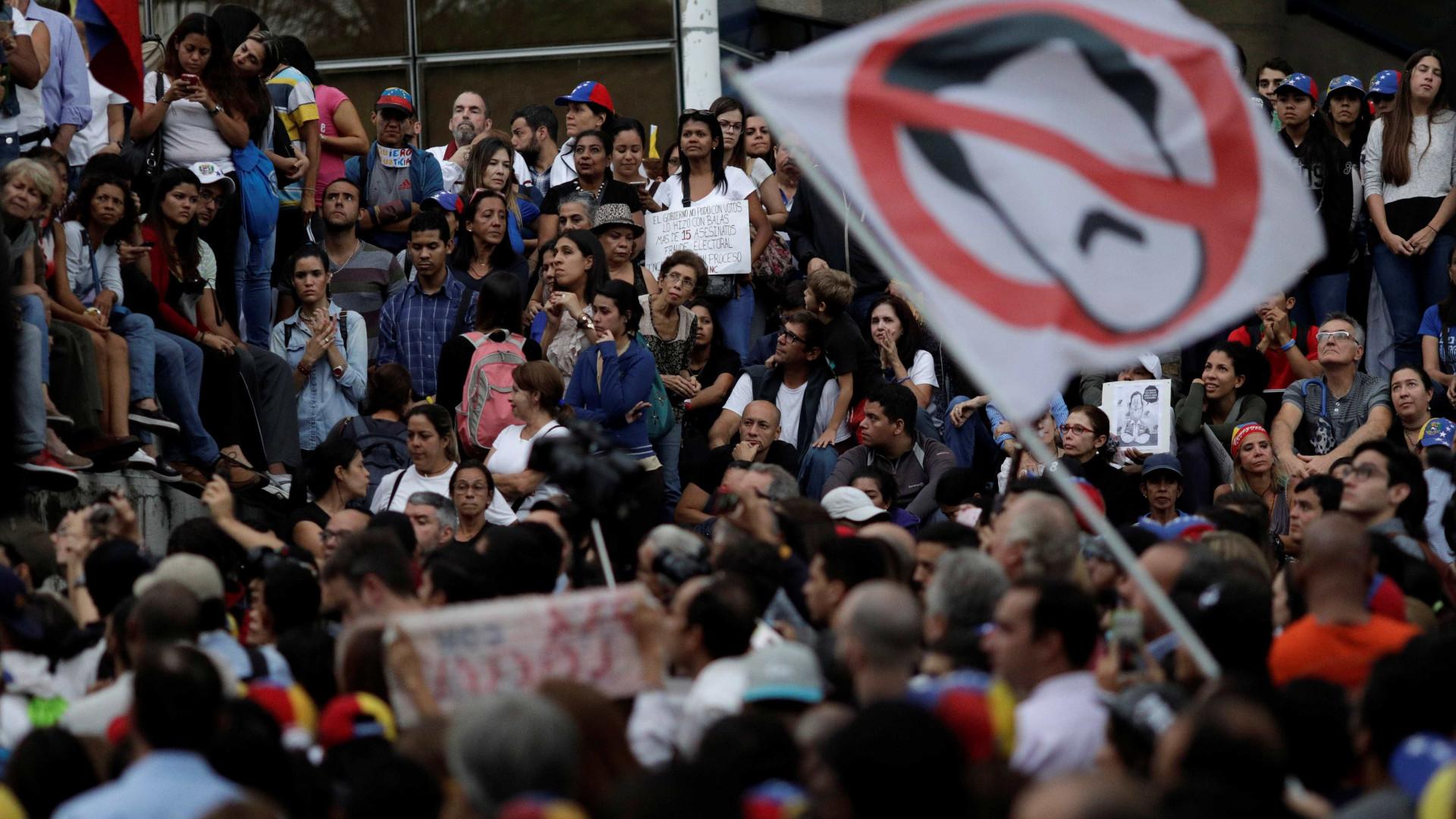 Assassinado jornalista de jornal crítico do regime de Maduro