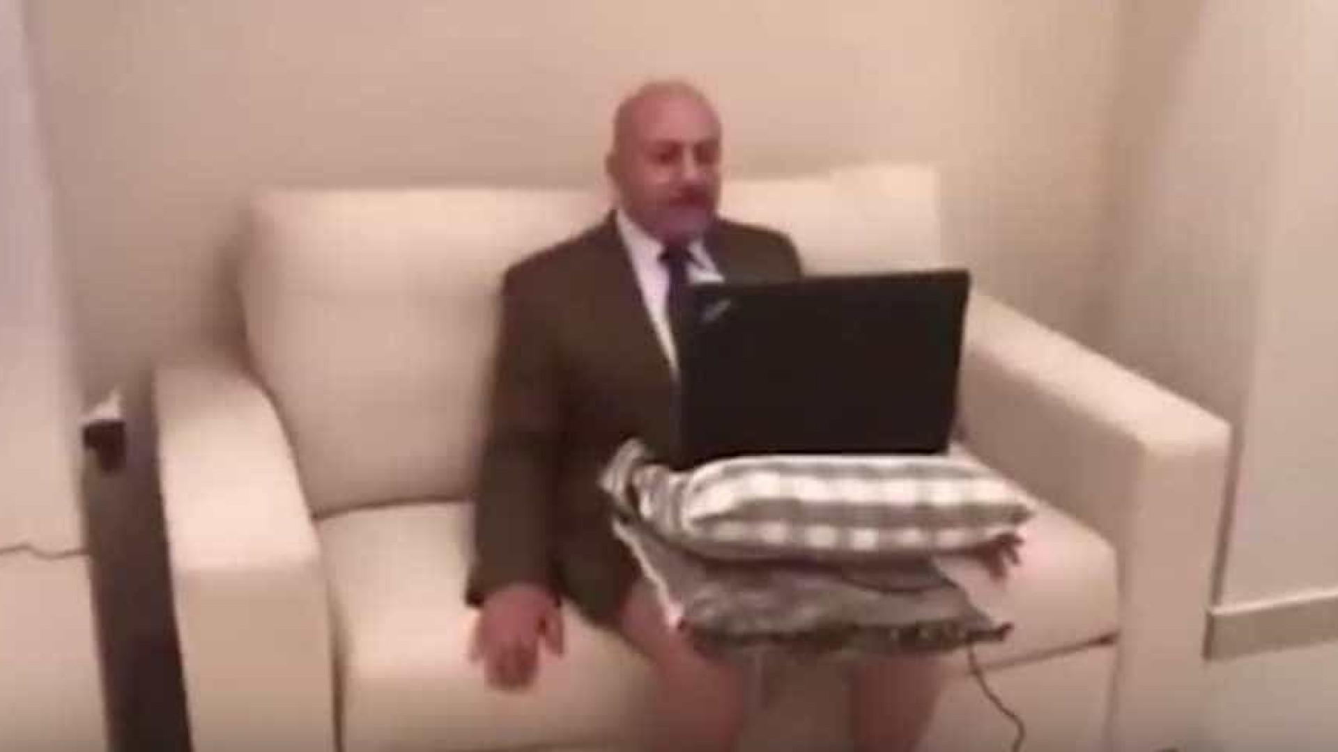 Comentador político jordano estava a ser entrevistado... sem calças