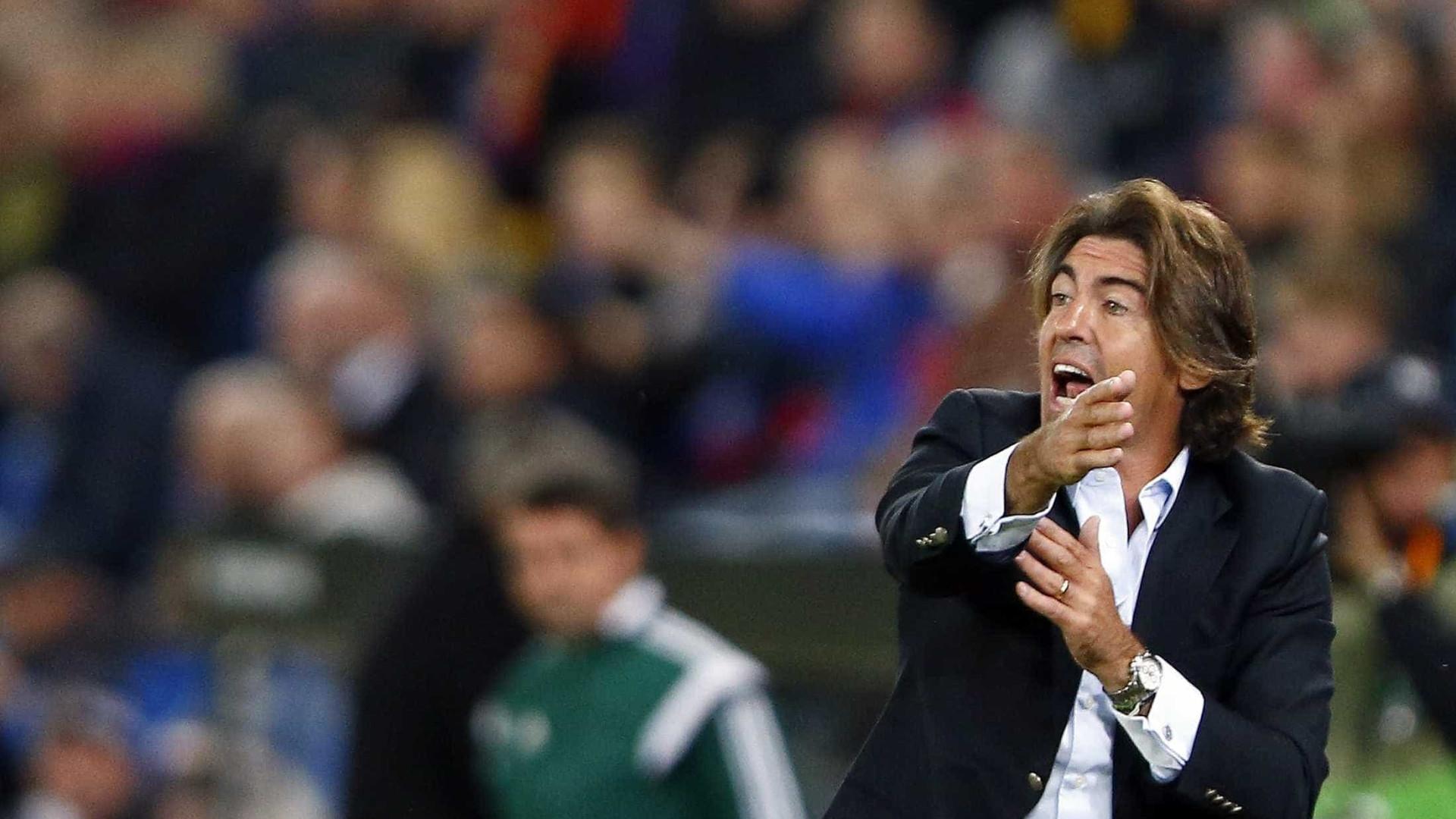 """Boloni aponta o dedo a Sá Pinto: """"Sabem a diferença entre ele e Deus?"""""""