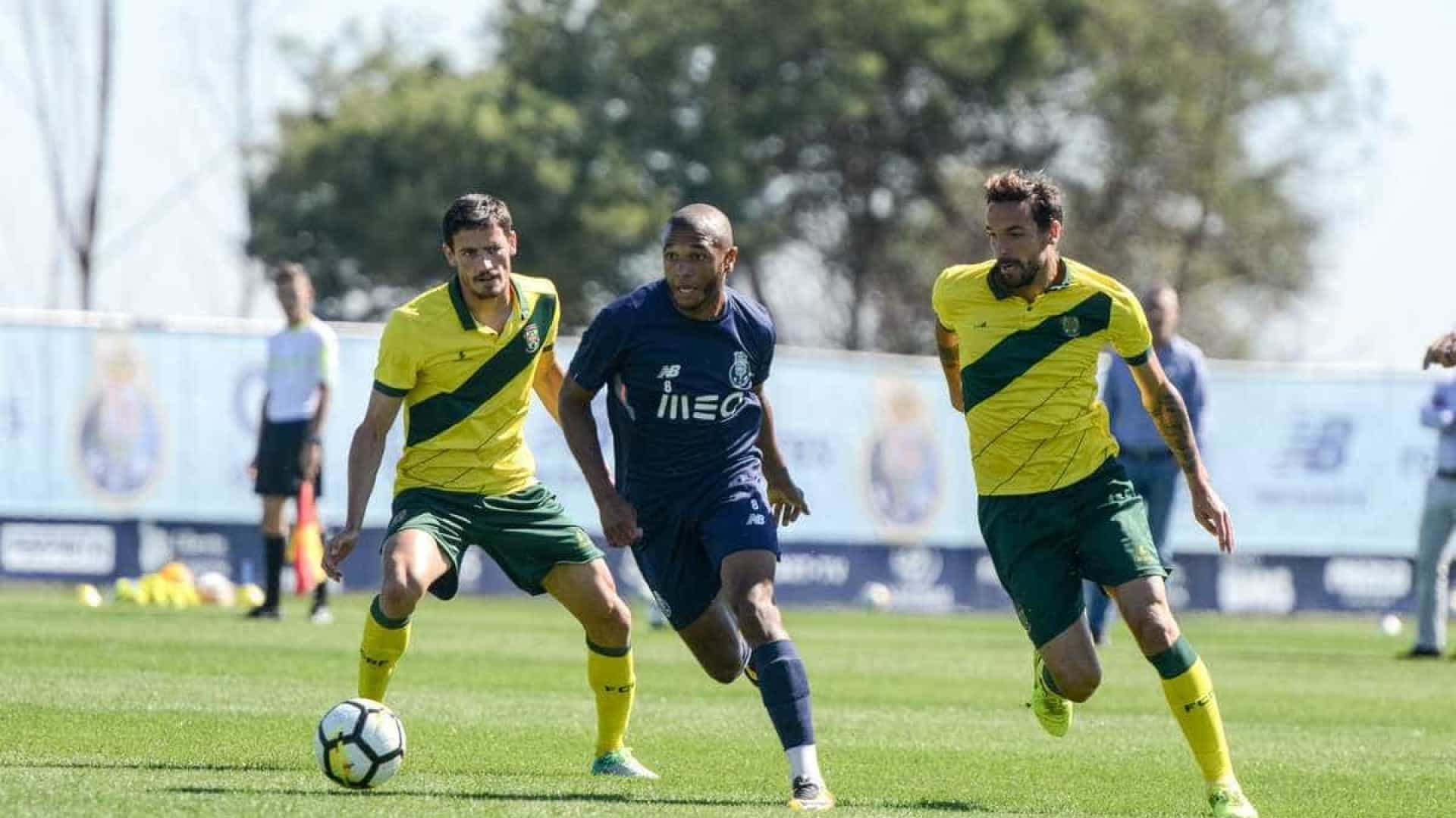 Hat-trick de Soares dá vitória aos dragões