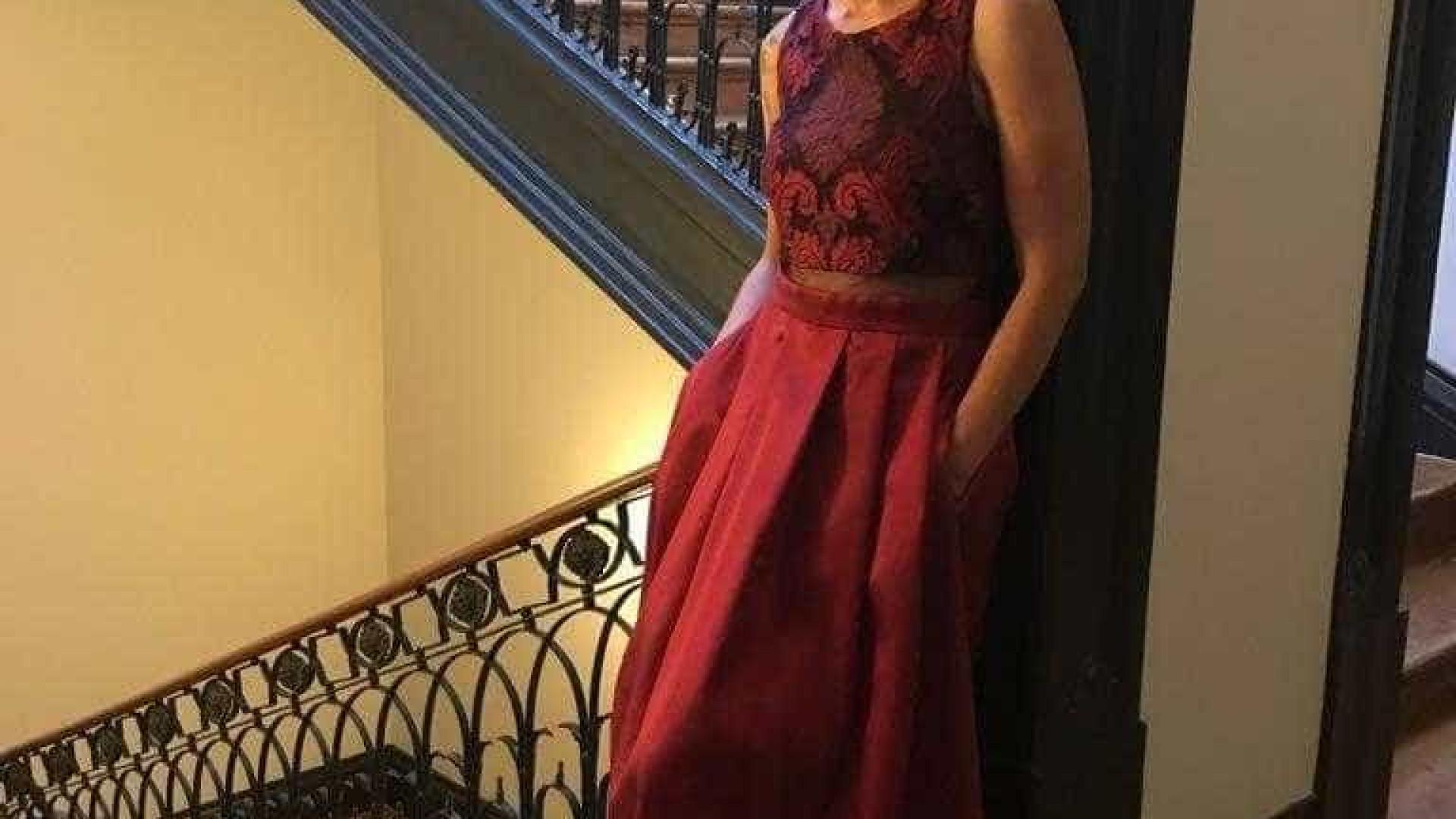 Vestido de Mariza em leilão para ajudar vítimas de Pedrógão