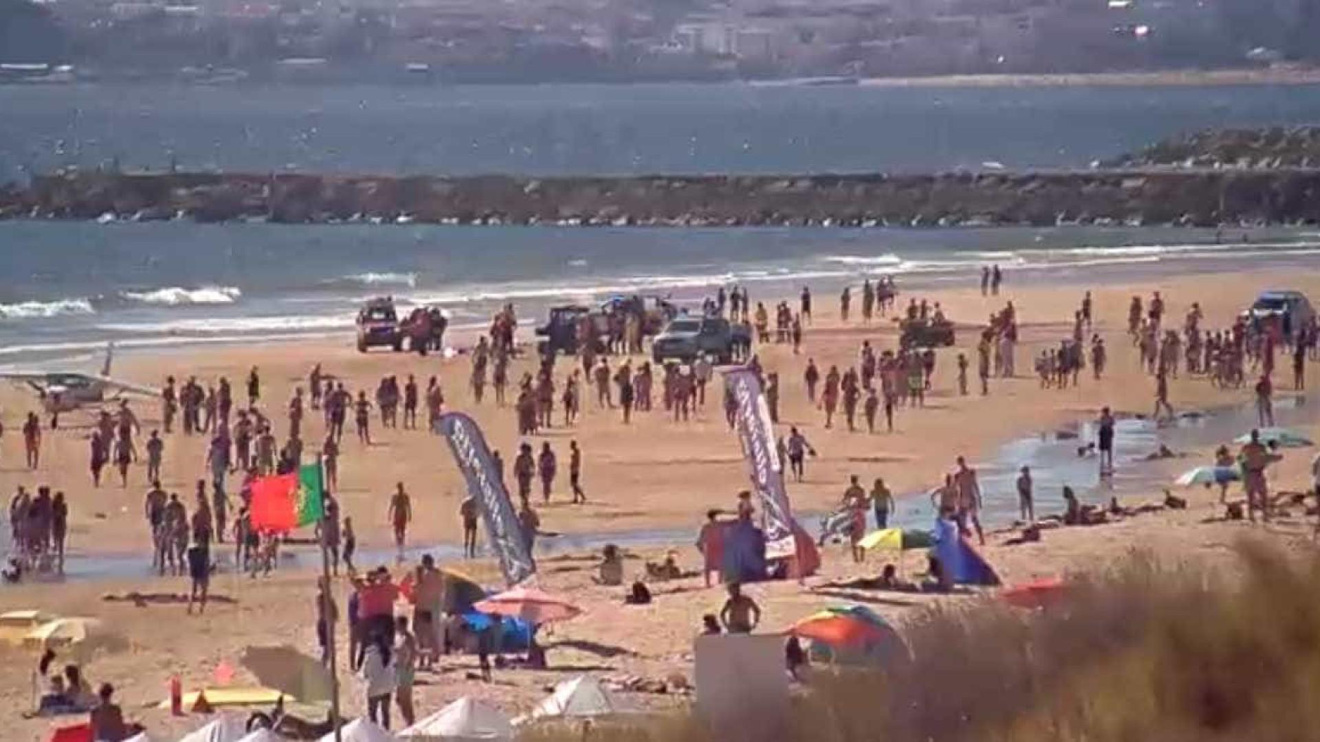 Avioneta aterra de emergência na praia de S. João da Caparica. Há mortos