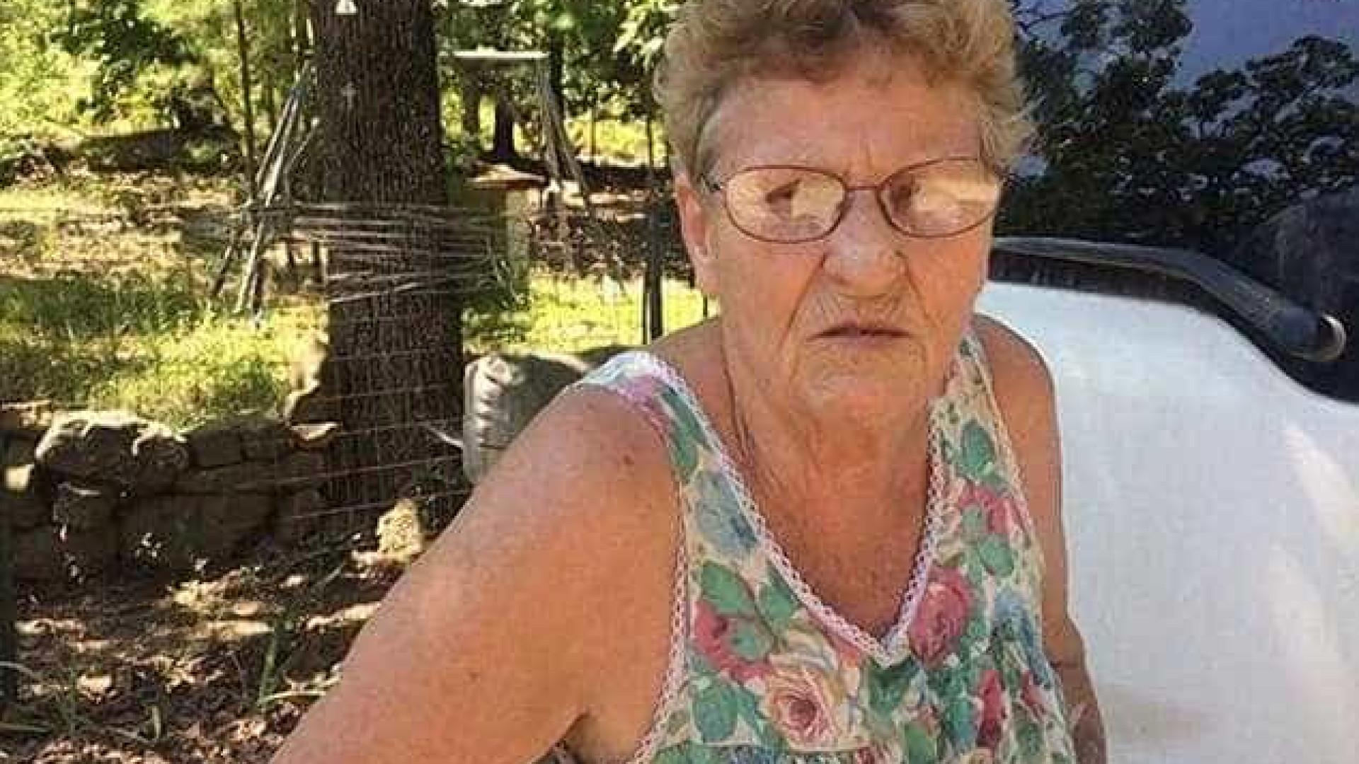 Mulher de 72 anos mata 11 serpentes com uma pá