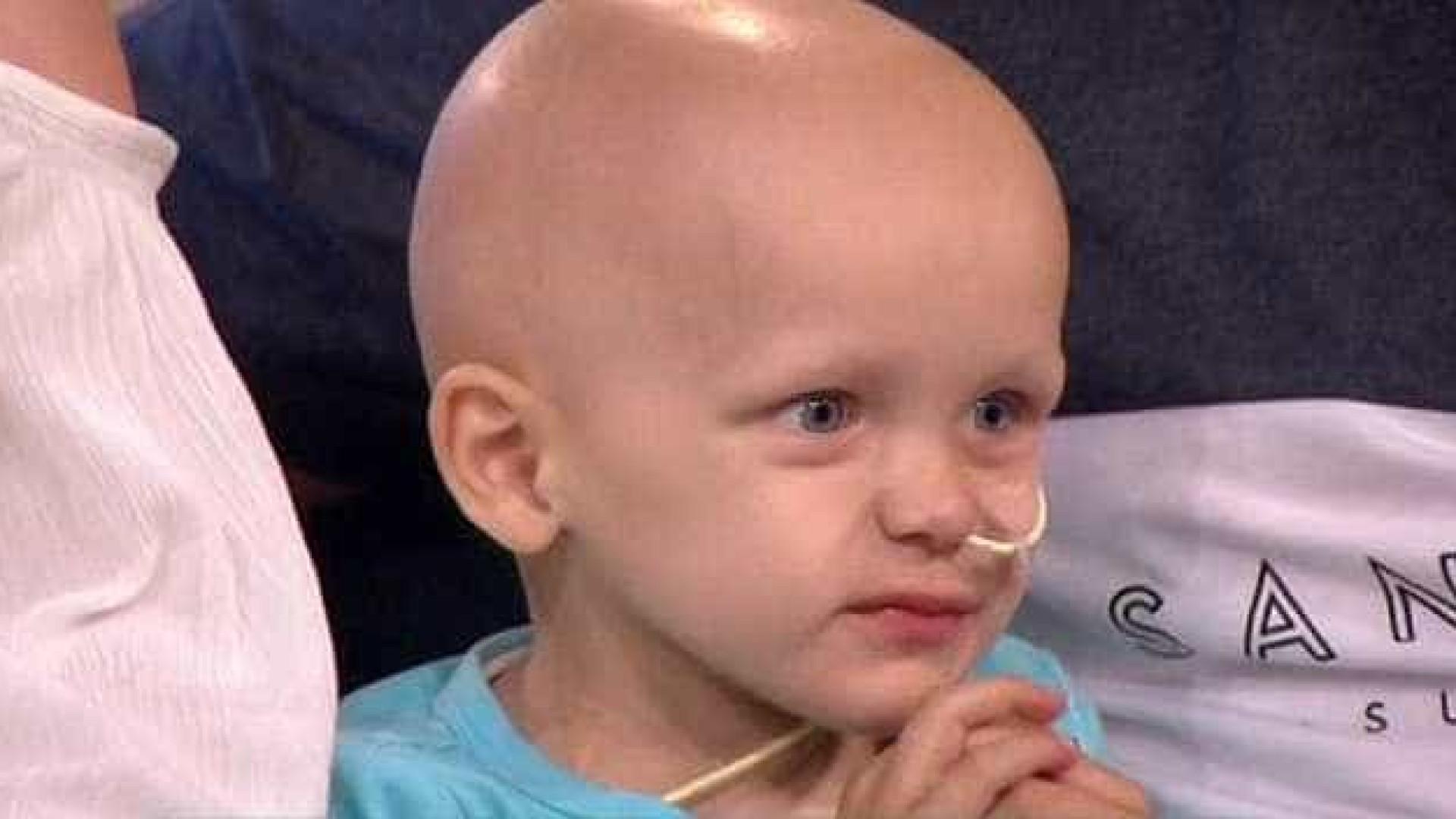 """""""Volta quando o cabelo crescer"""", diz apresentador a menino com cancro"""