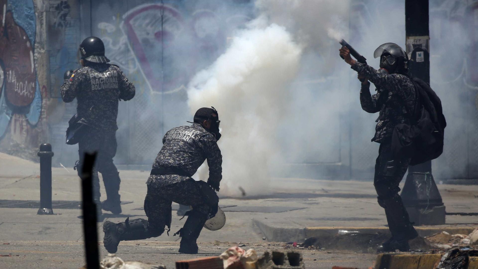 Militares cercam Parlamento venezuelano para Constituinte