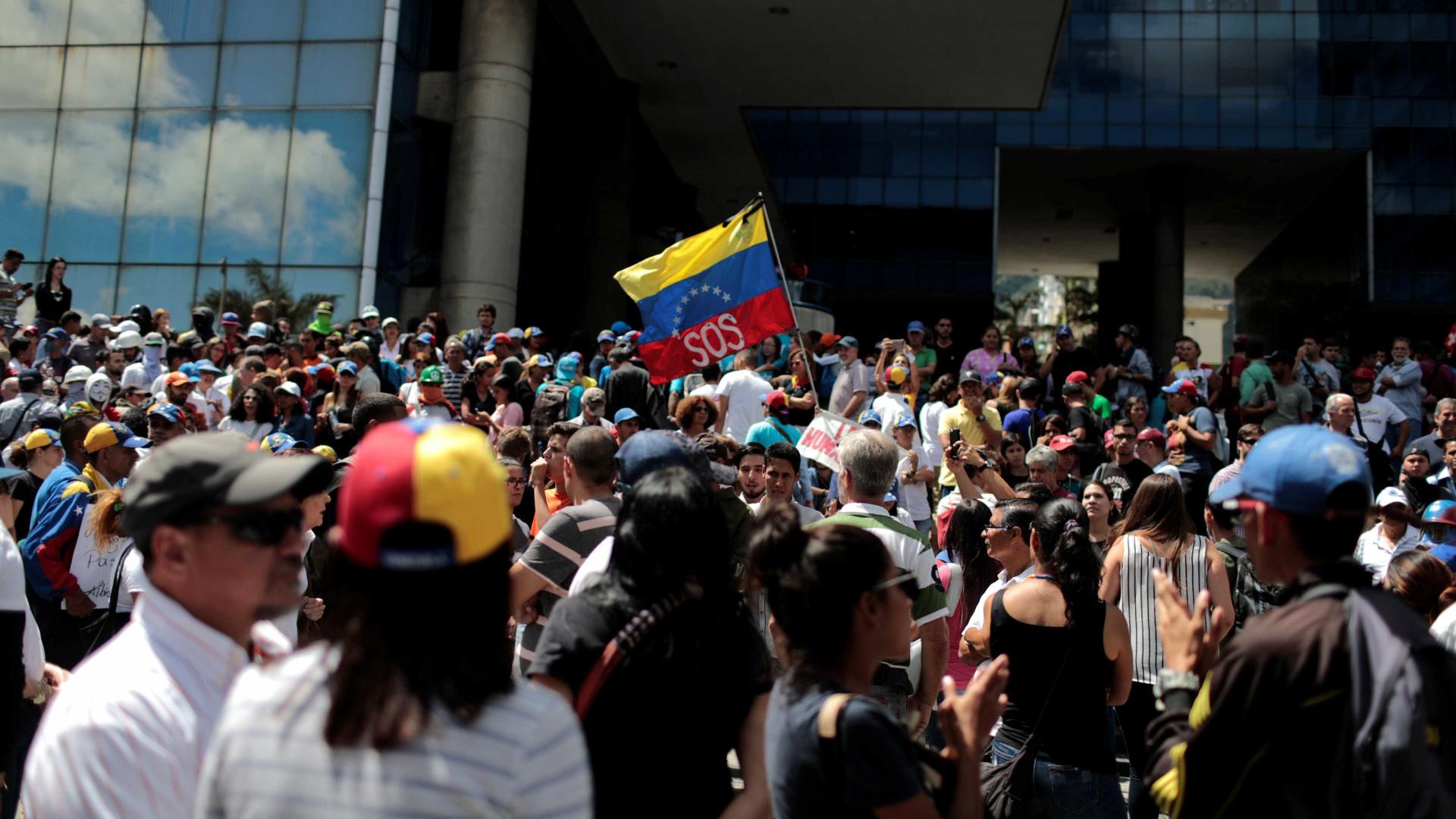 Venezuela: Portuguesa ferida ao enfrentar veículo militar em protesto