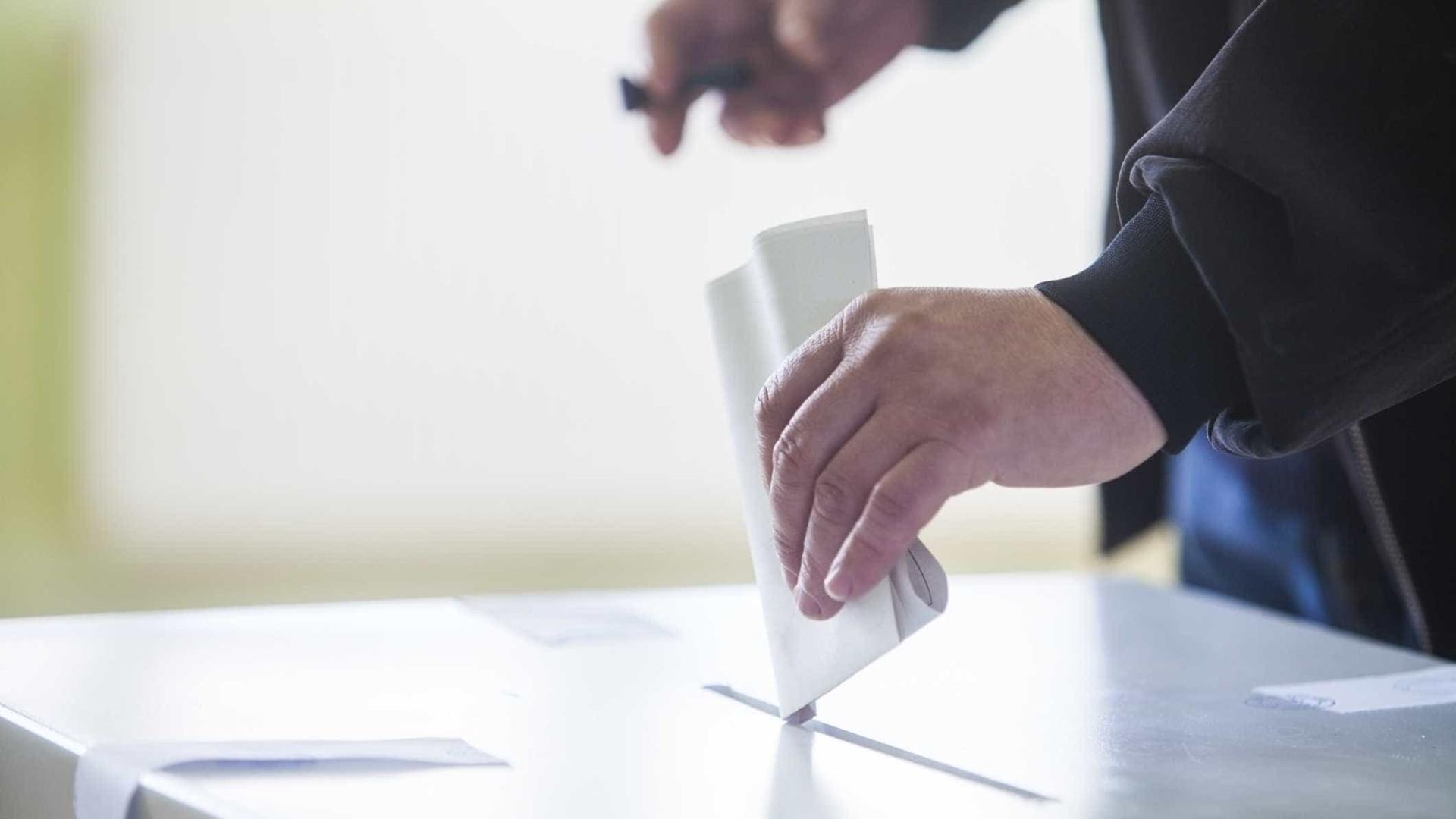 Eleições internas do PSD: Urnas já abriram e Passos já votou