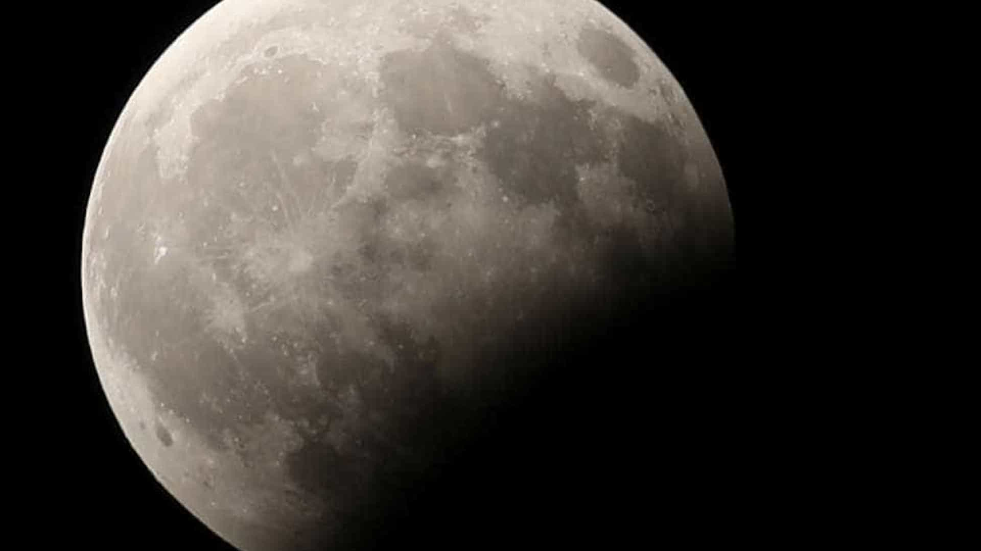 NASA confirma existência de gelo na Lua