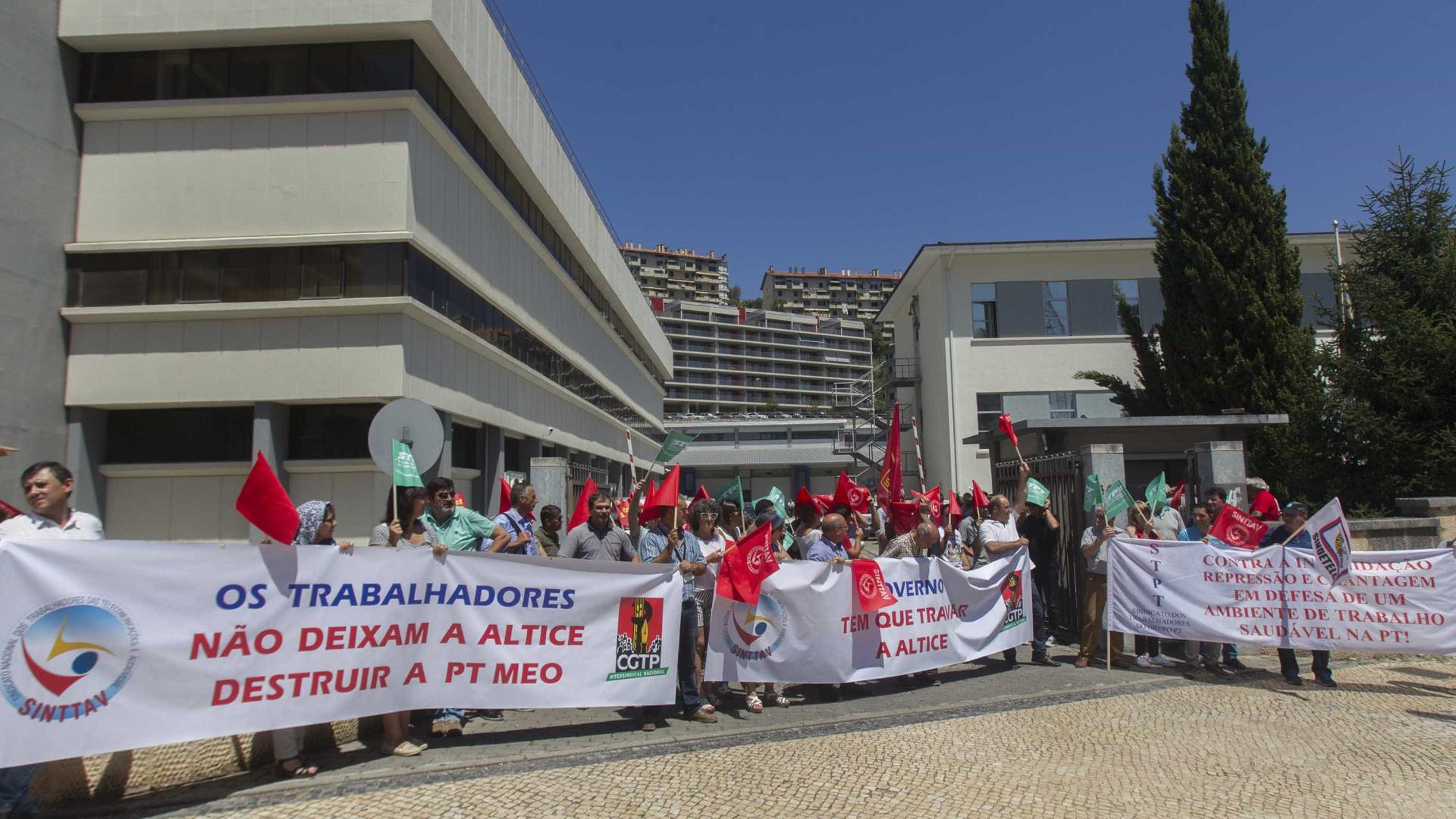 Trabalhadores da PT/Meo entregam na AR petição com 8 mil assinaturas