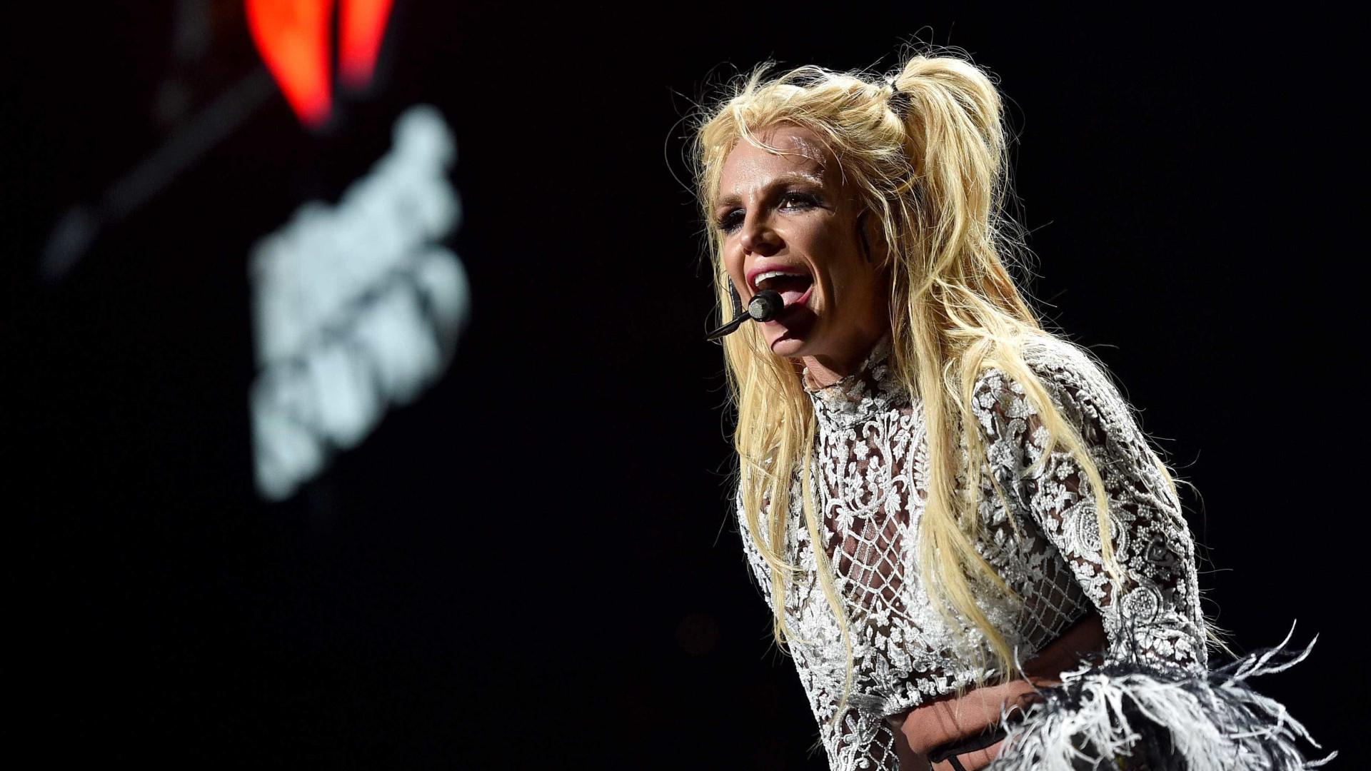 Homem invade palco durante apresentação de Britney Spears