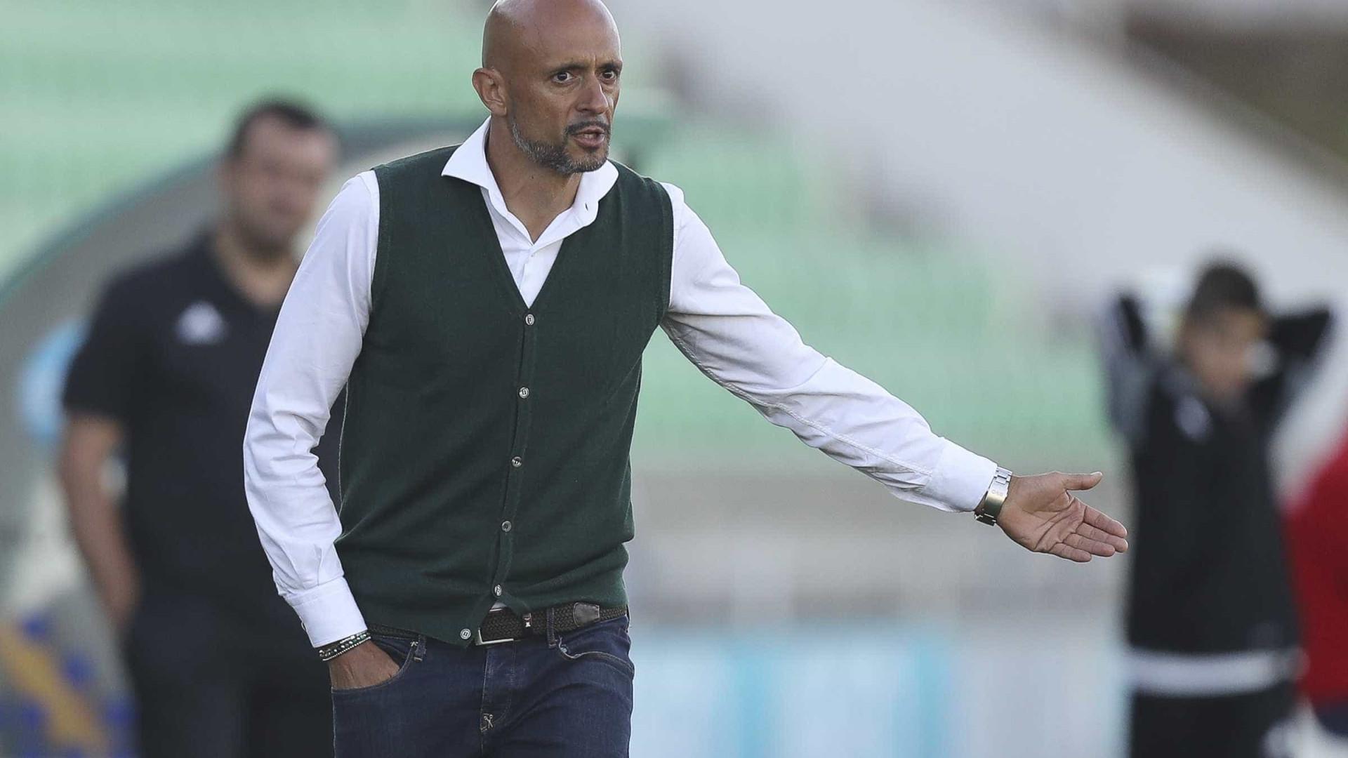 """Treinador do Rio Ave quer equipa """"competente"""" frente ao FC Porto"""