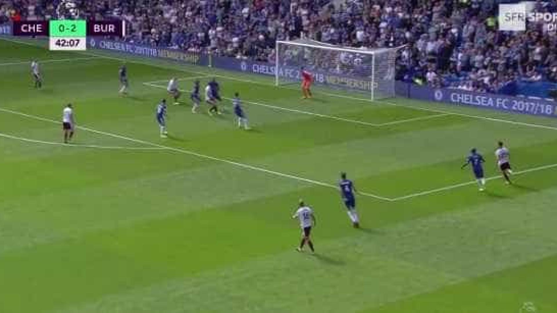 Chelsea sofre o terceiro golo onde David Luiz ficou mal na fotografia