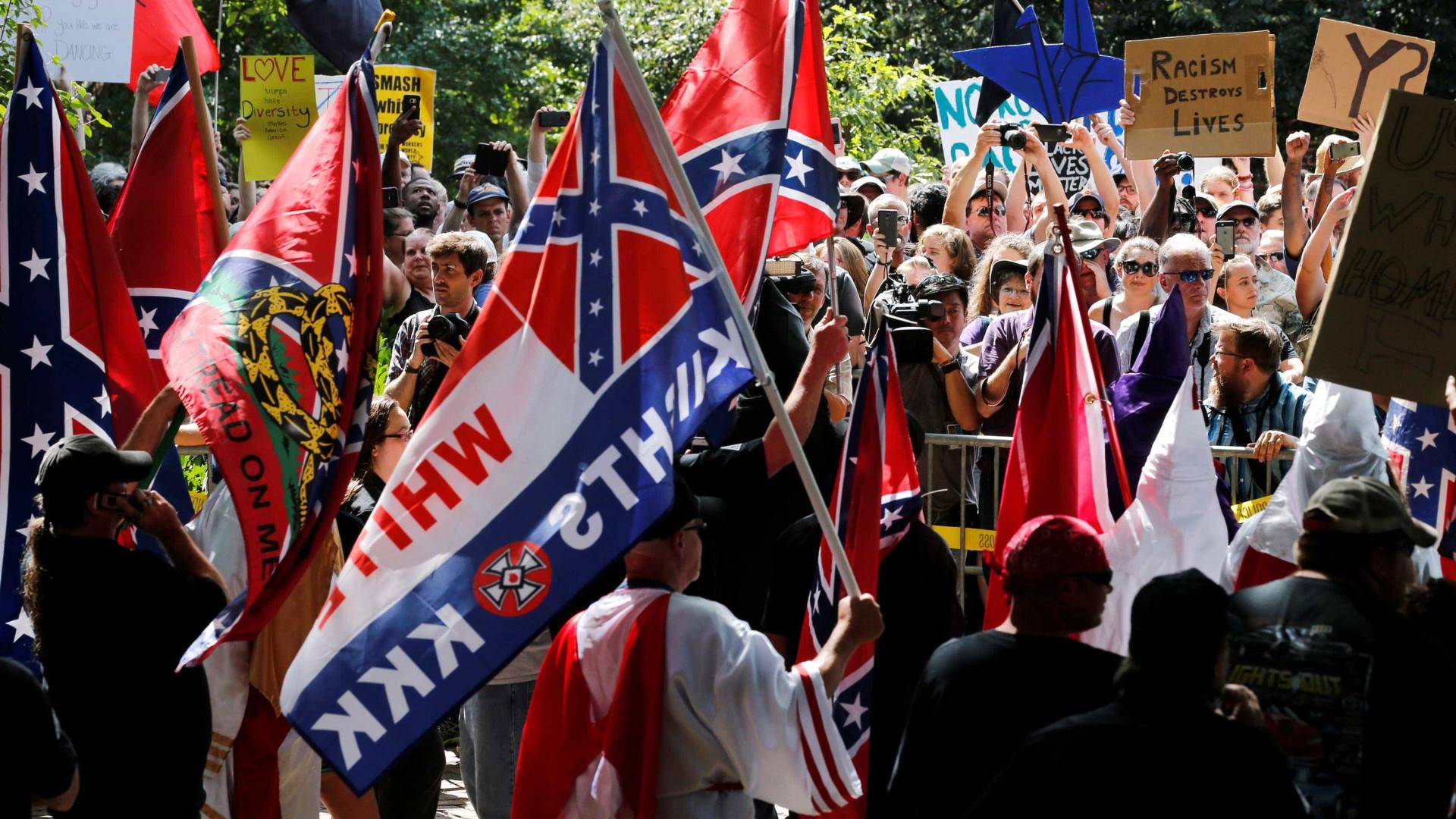 Trump condena 'ódio' após protestos violentos na Virgínia