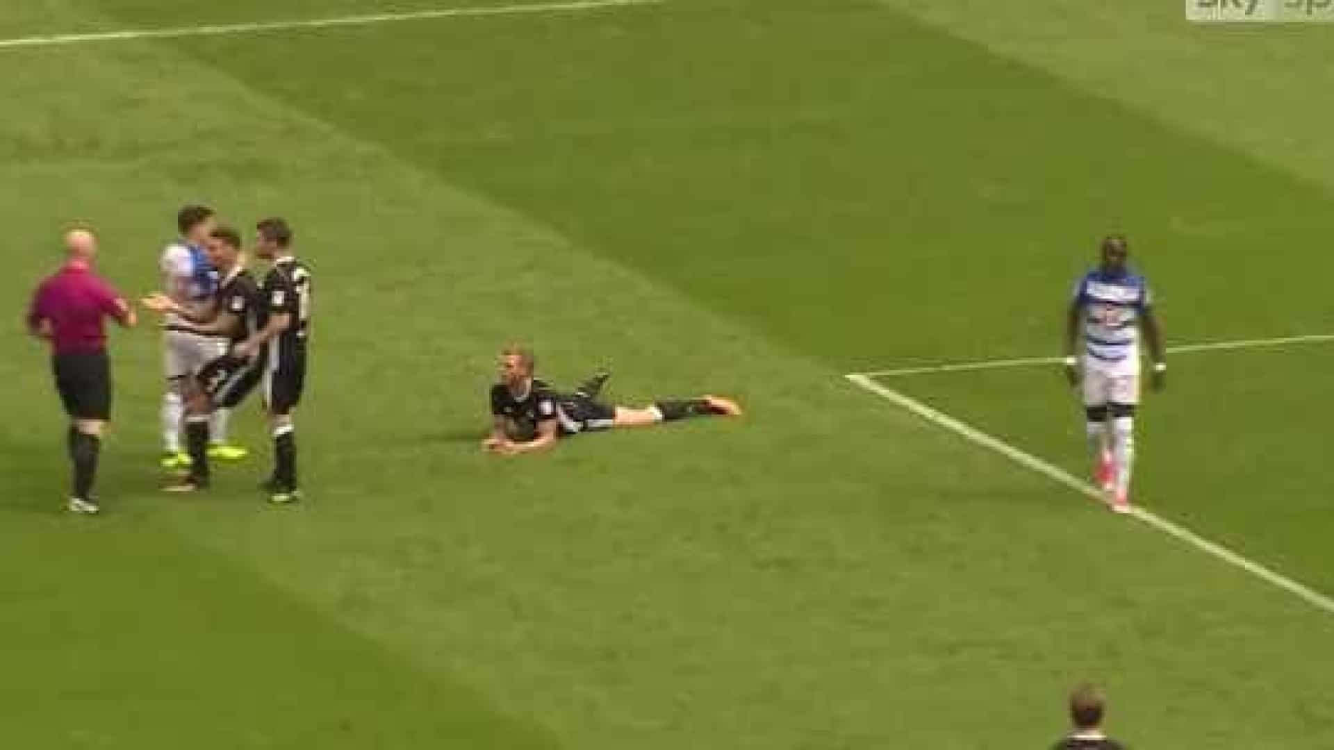 Defesa do Fulham precisou de apenas 39 segundos... para ser expulso
