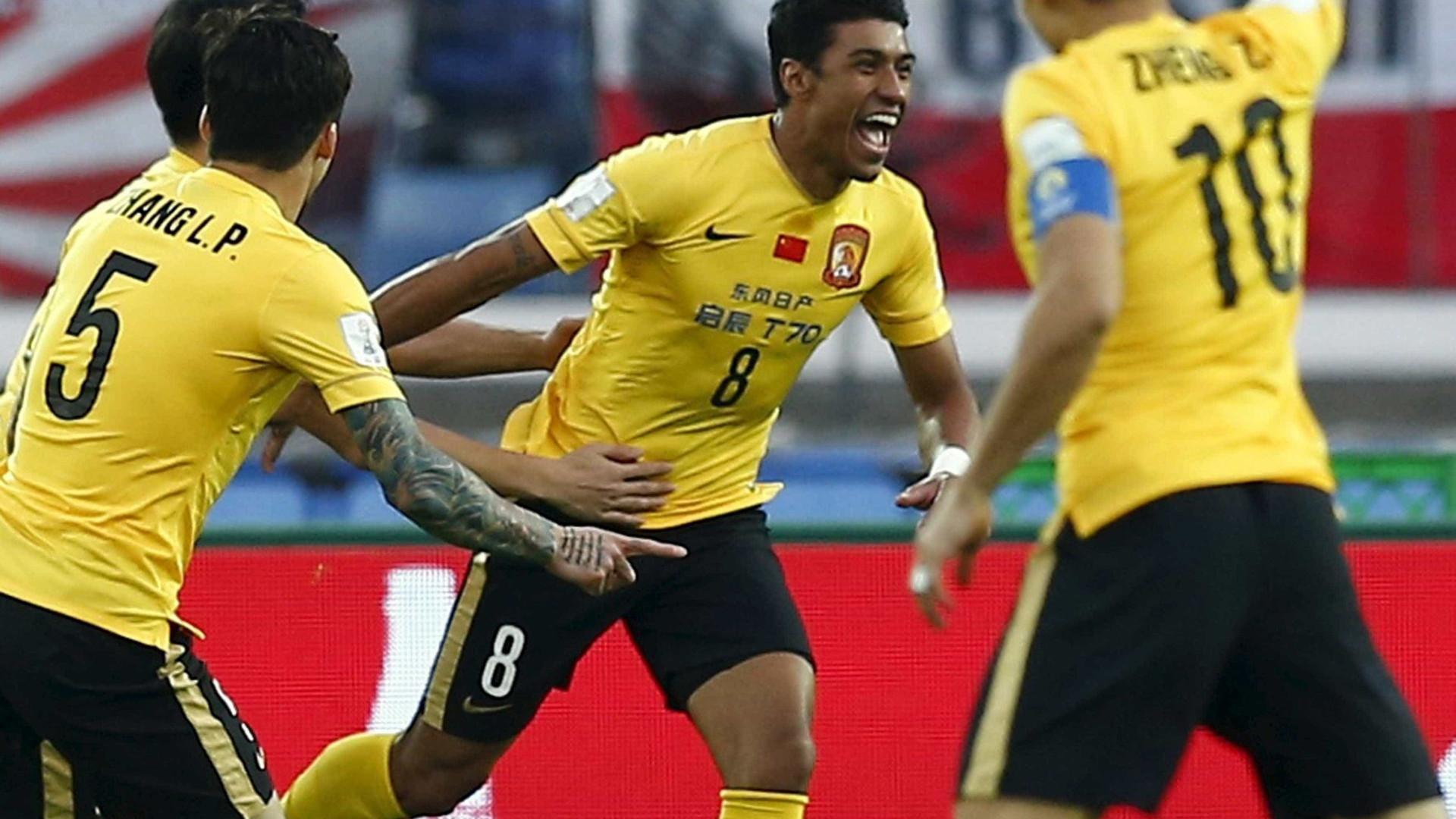 Scolari confirma: Paulinho já é jogador do Barcelona