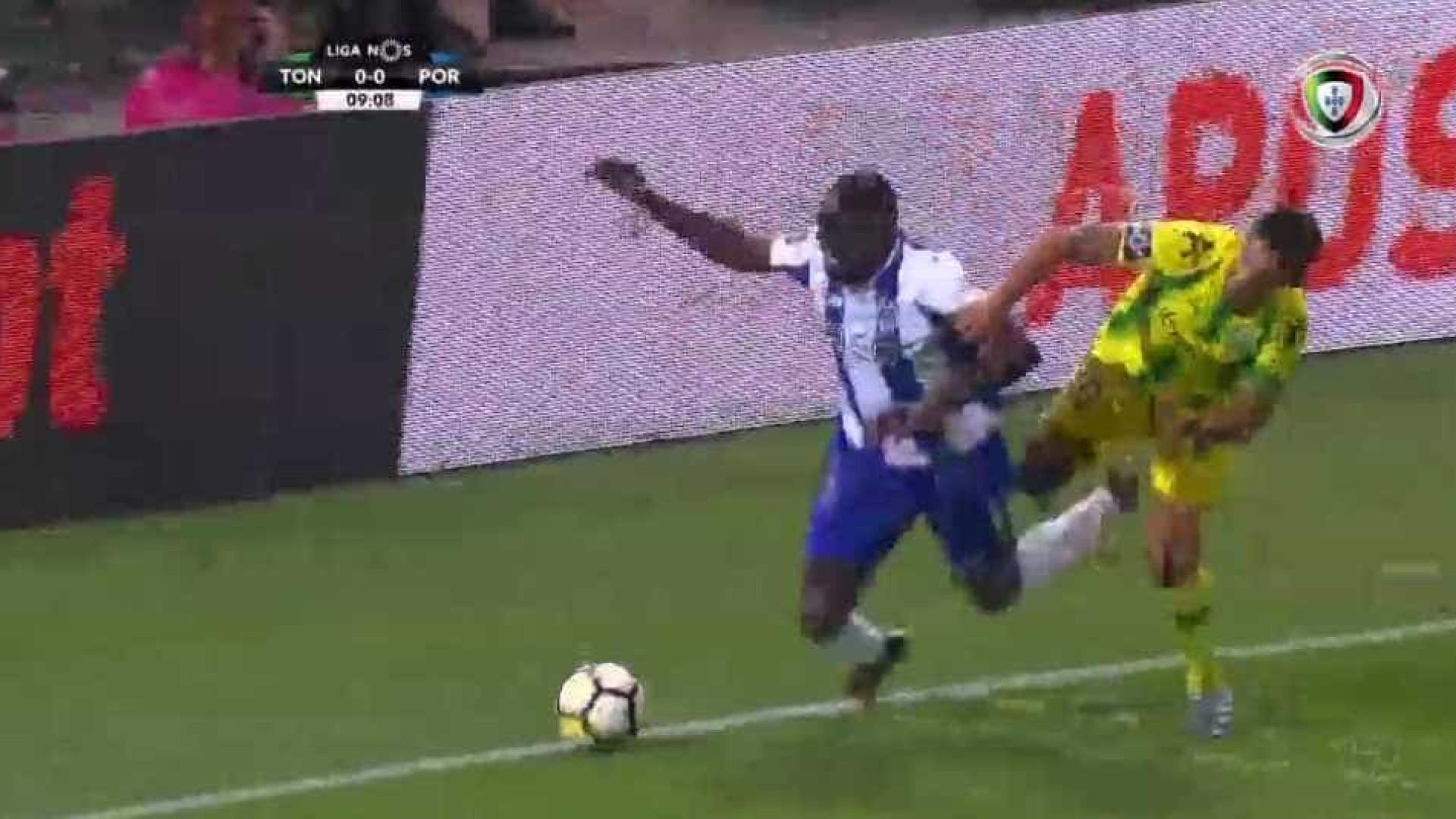 FC Porto pediu penálti em lance entre Marega e Ricardo Costa