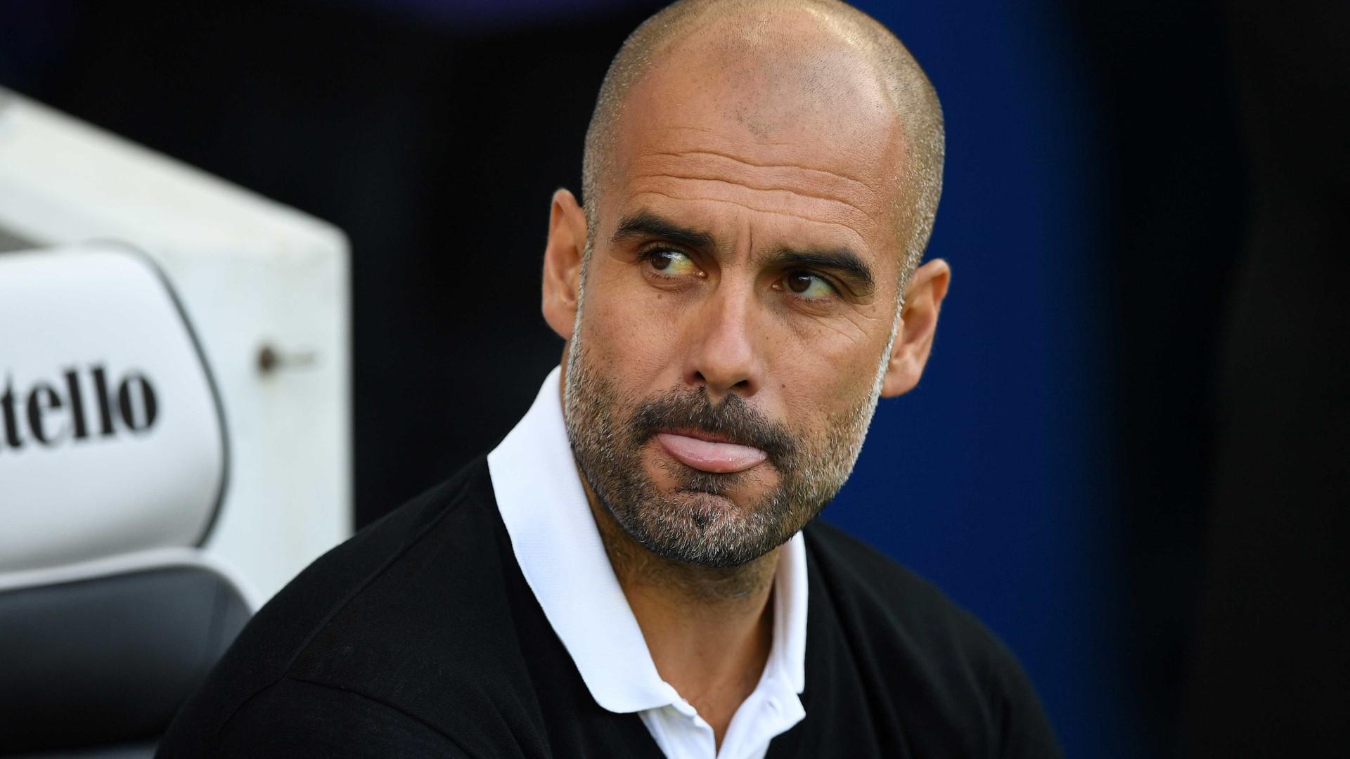 """Guardiola: """"Eu não conseguiria jogar neste City. O Fernandinho é melhor"""""""