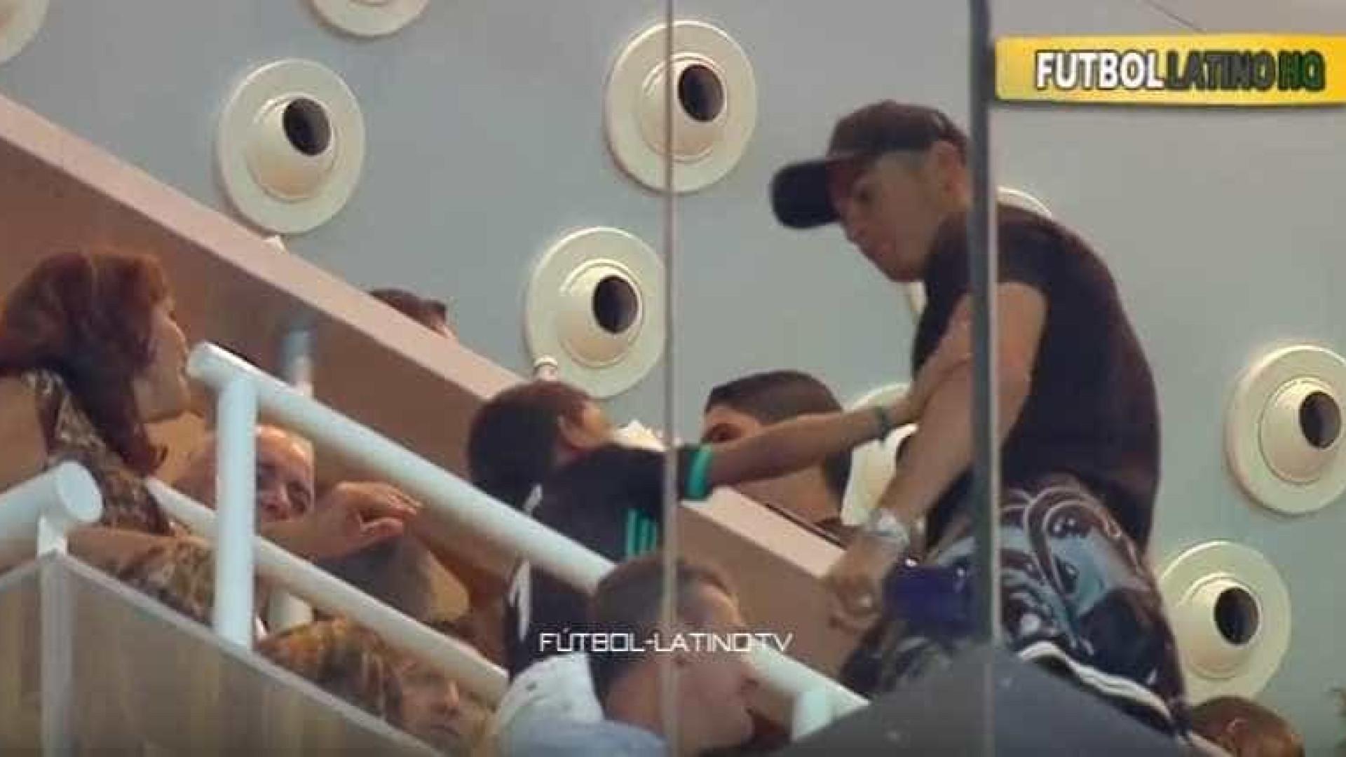 Cristiano Ronaldo assiste ao 'El Clasico' em companhia especial