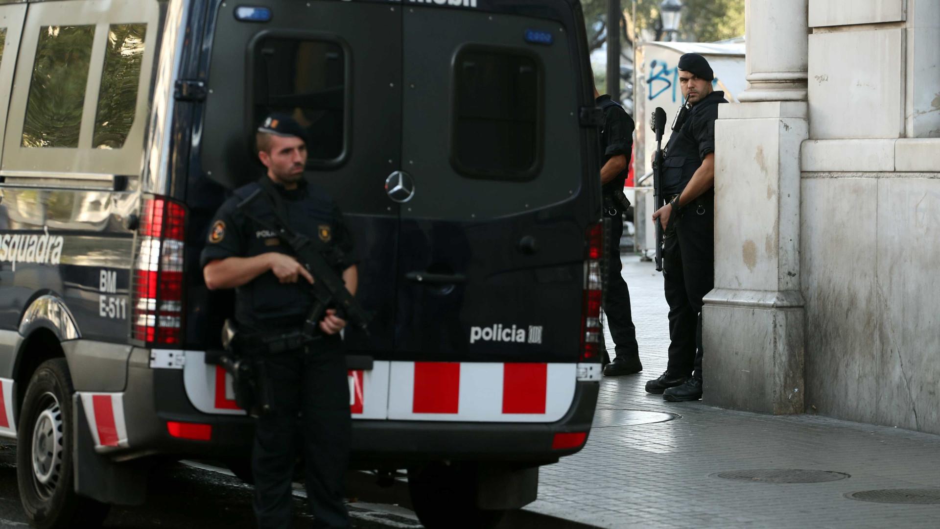Espanha mantém nível de alerta após ataque a esquadra de Barcelona