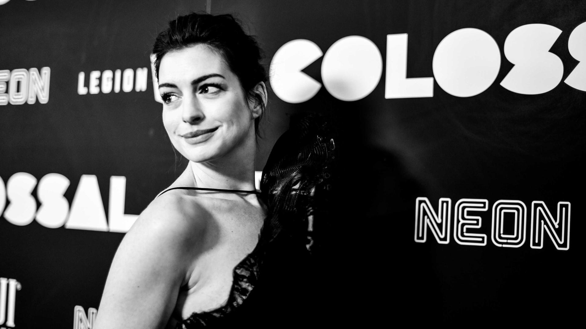 Atriz Anne Hathaway é atacada por hackers e tem fotos sensuais vazadas