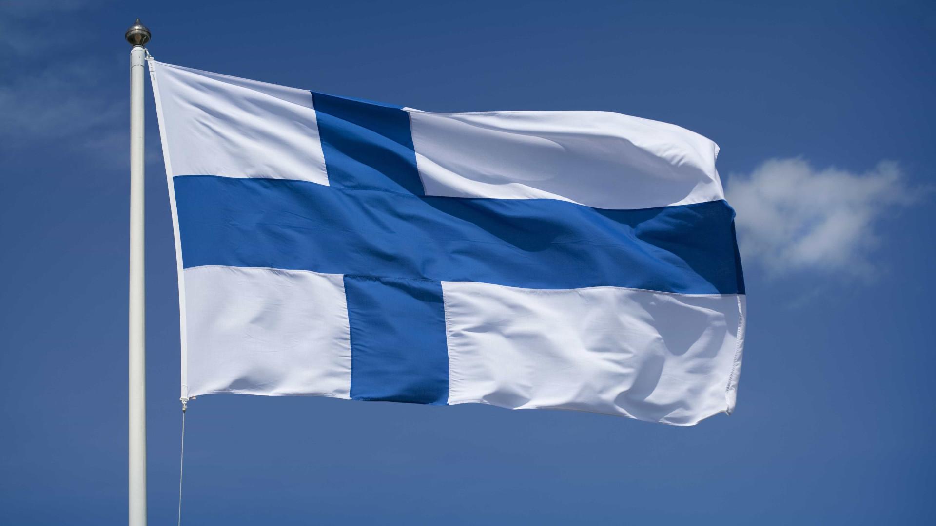 Governo finlandês anuncia libertação de mulher raptada em maio em Cabul