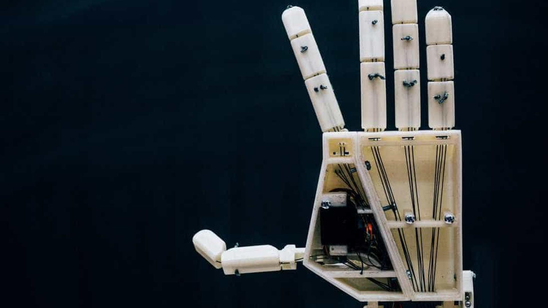 A mão robótica impressa em 3D que sabe língua gestual
