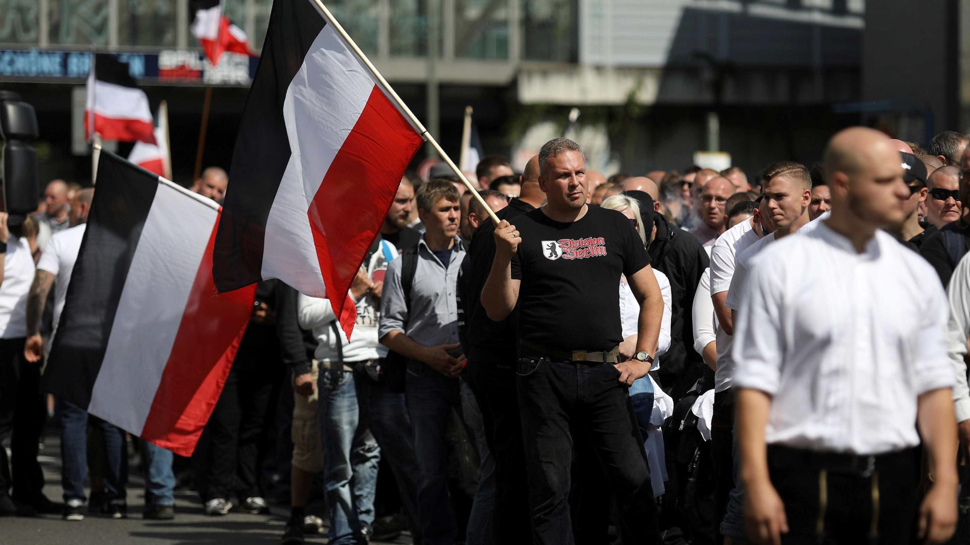 Centenas de neonazis desfilaram em Berlim para homenagear Rudolf Hess