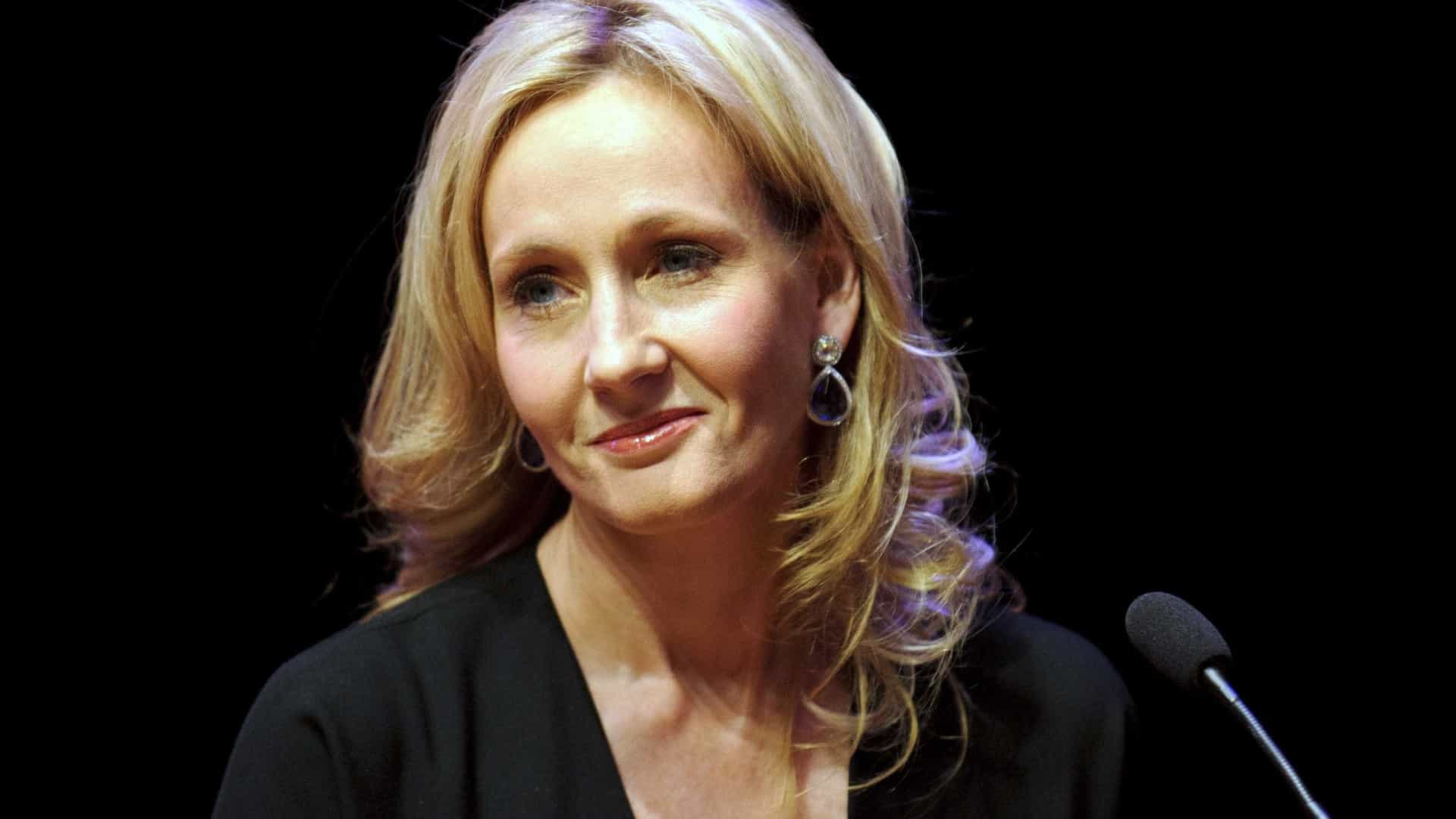 JK Rowling junta-se a vozes indignadas com cartoon de Serena Williams