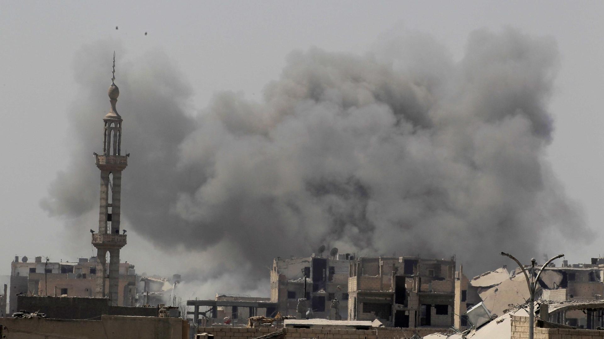 Síria: 42 civis mortos em raides da coligação internacional em Raqa