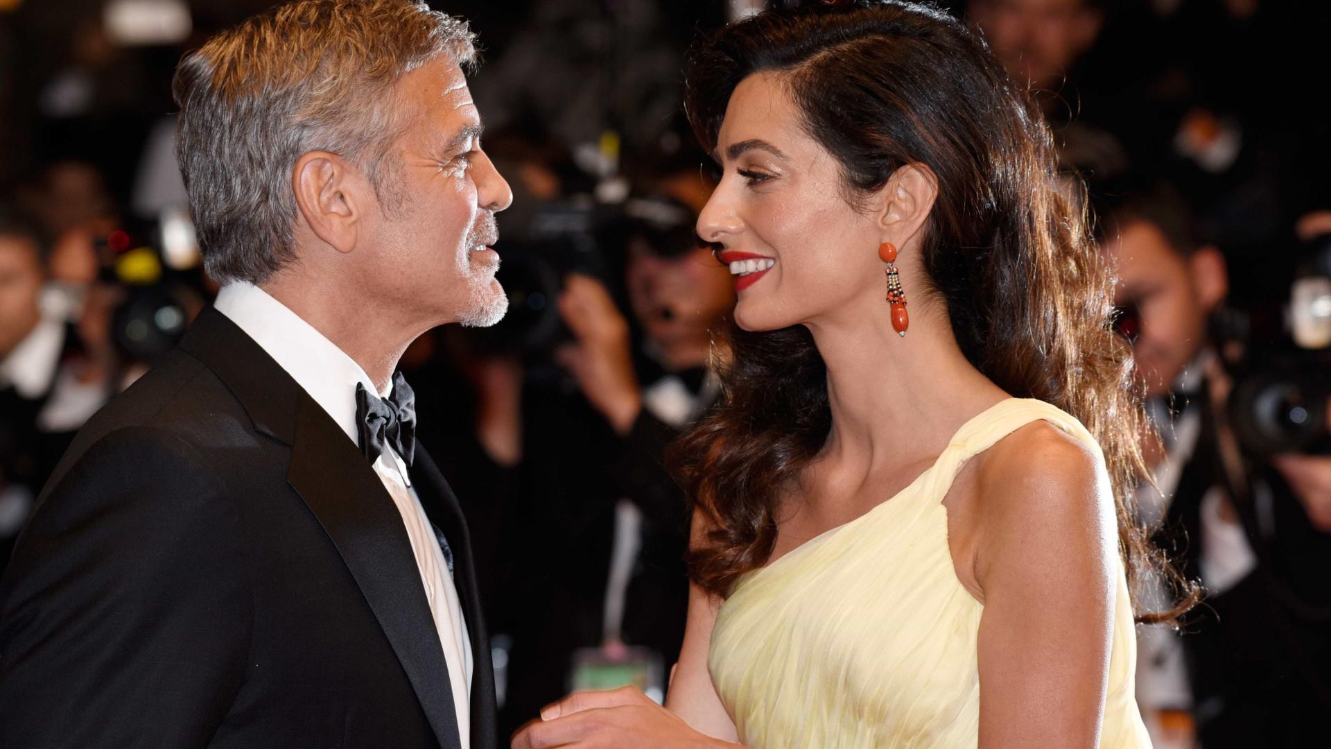 Casal Clooney doa um milhão de dólares para combater o racismo
