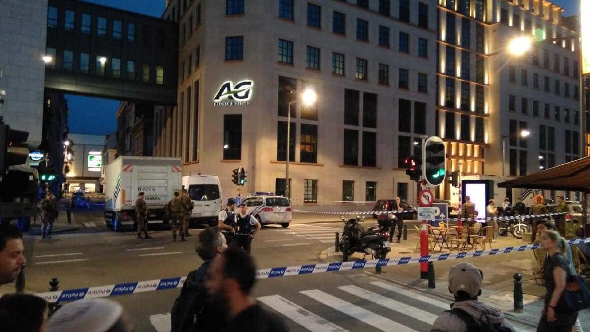 Homem atingido a tiro depois de atacar soldados com catana em Bruxelas