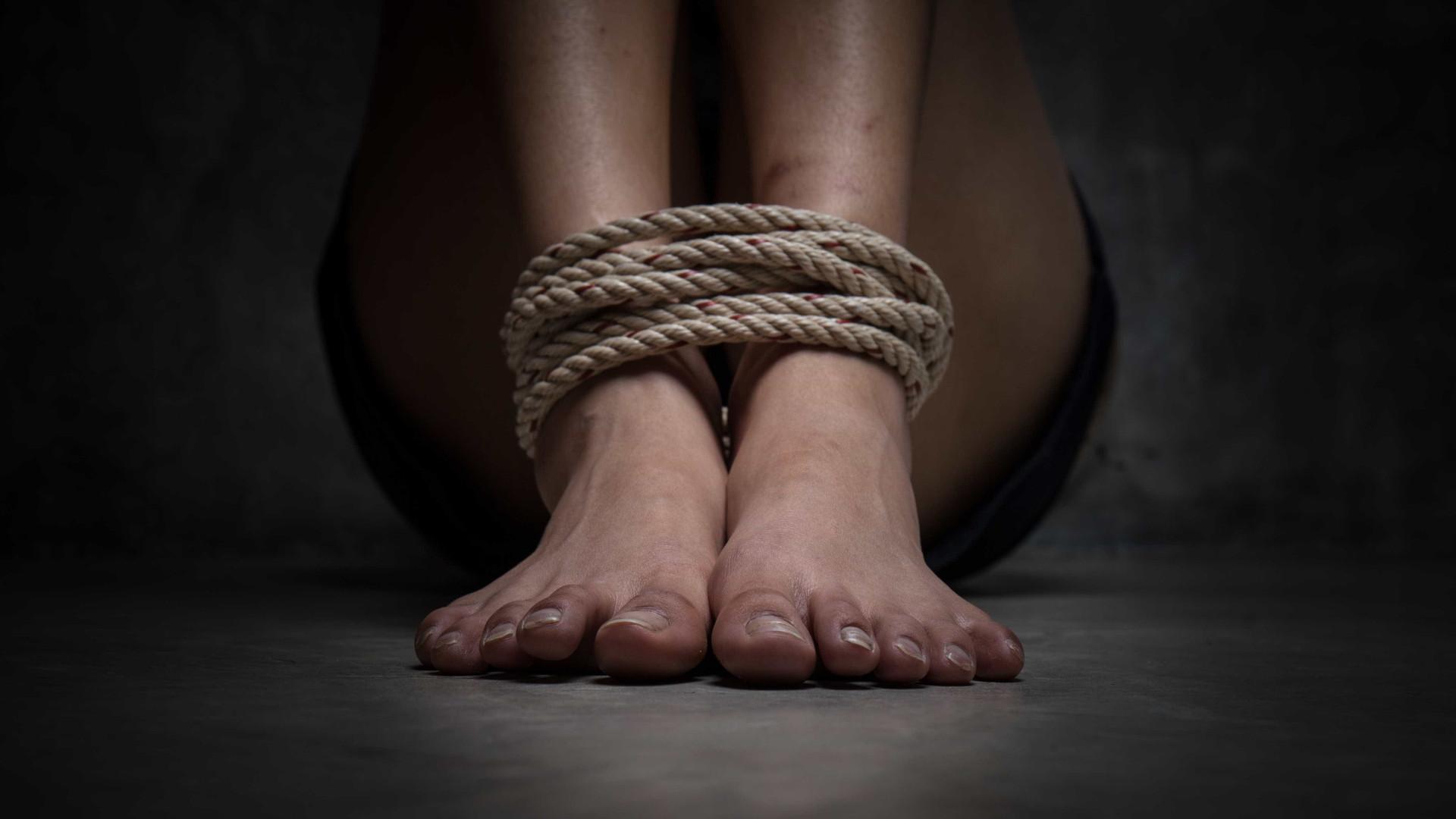 Português e filho detidos em França suspeitos de tráfico de seres humanos