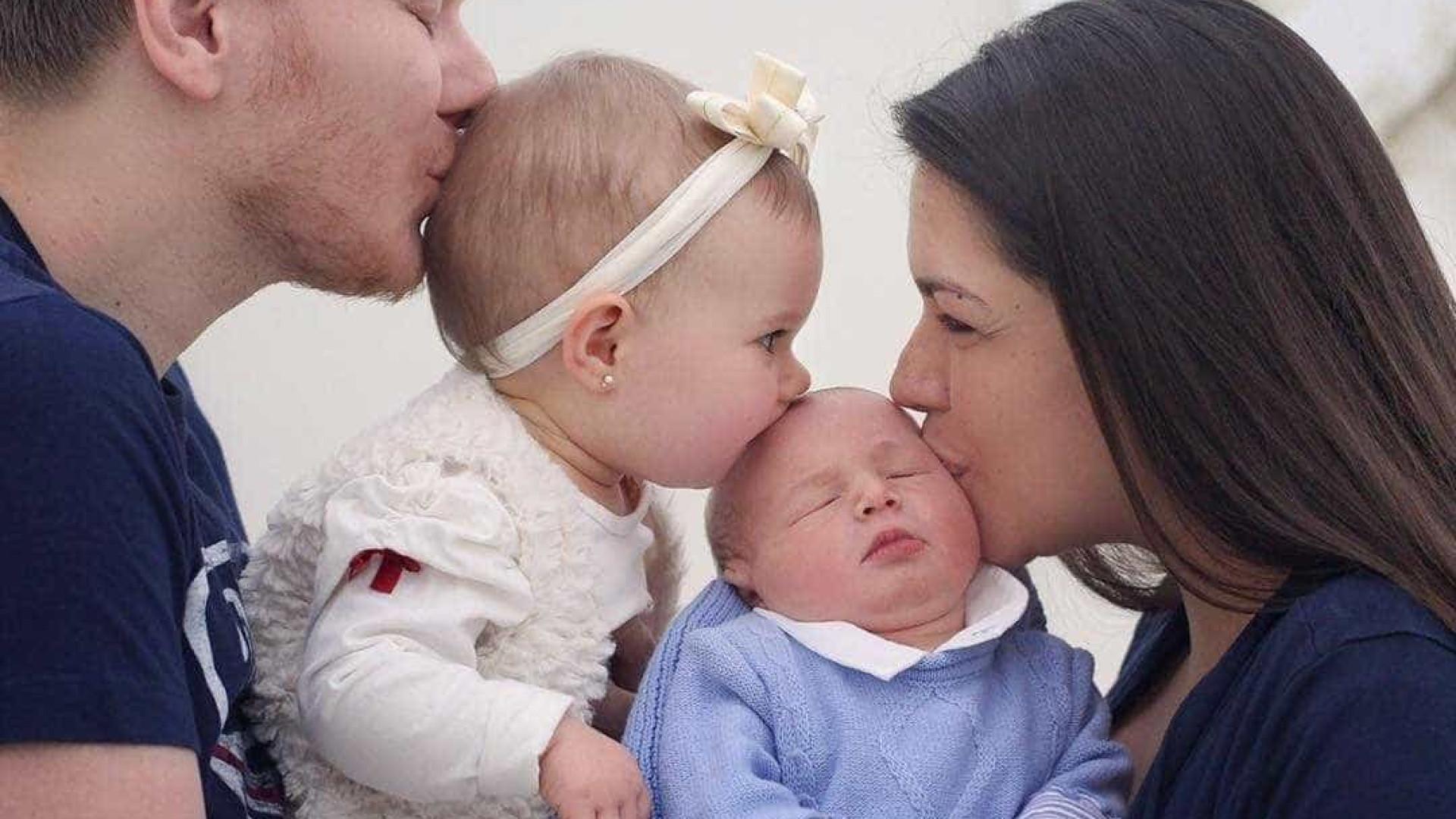 Michel Teló festeja o primeiro mês do filho caçula, Teodoro