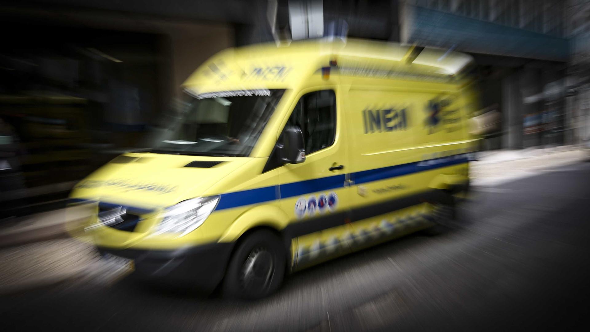 Quatro feridos graves em colisão entre carro e carrinha da PSP