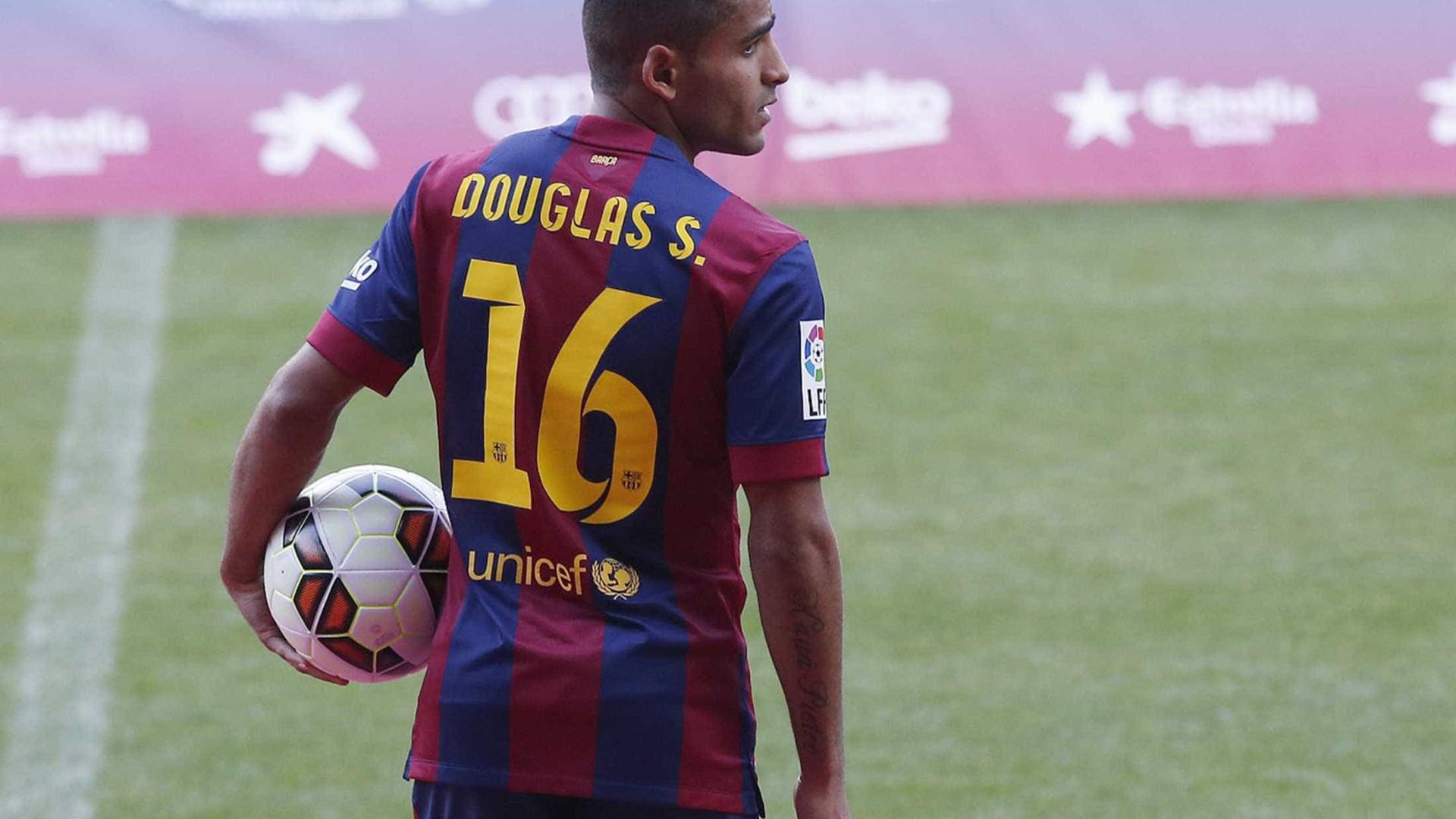 Douglas é reforço do Benfica por um ano