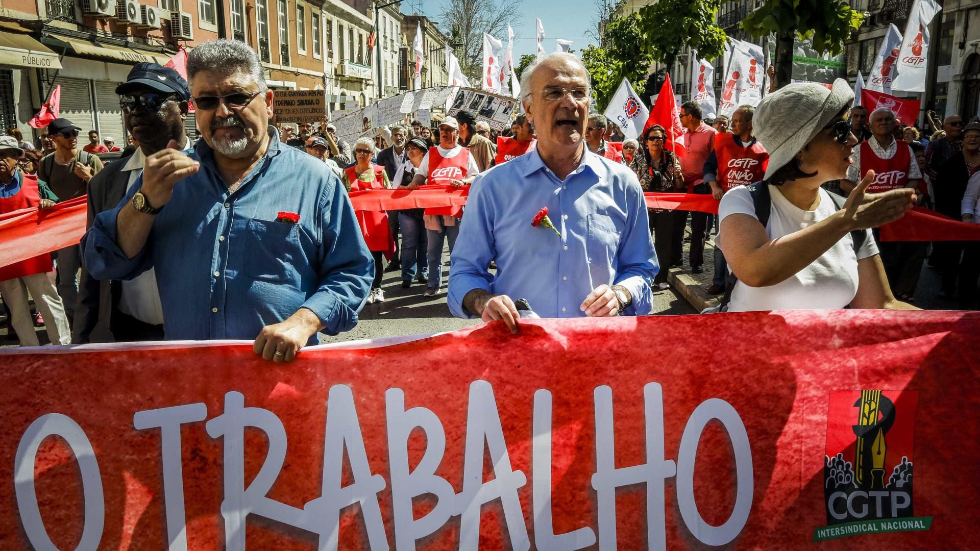 Milhares de pessoas desfilam em Lisboa a exigir valorização do trabalho