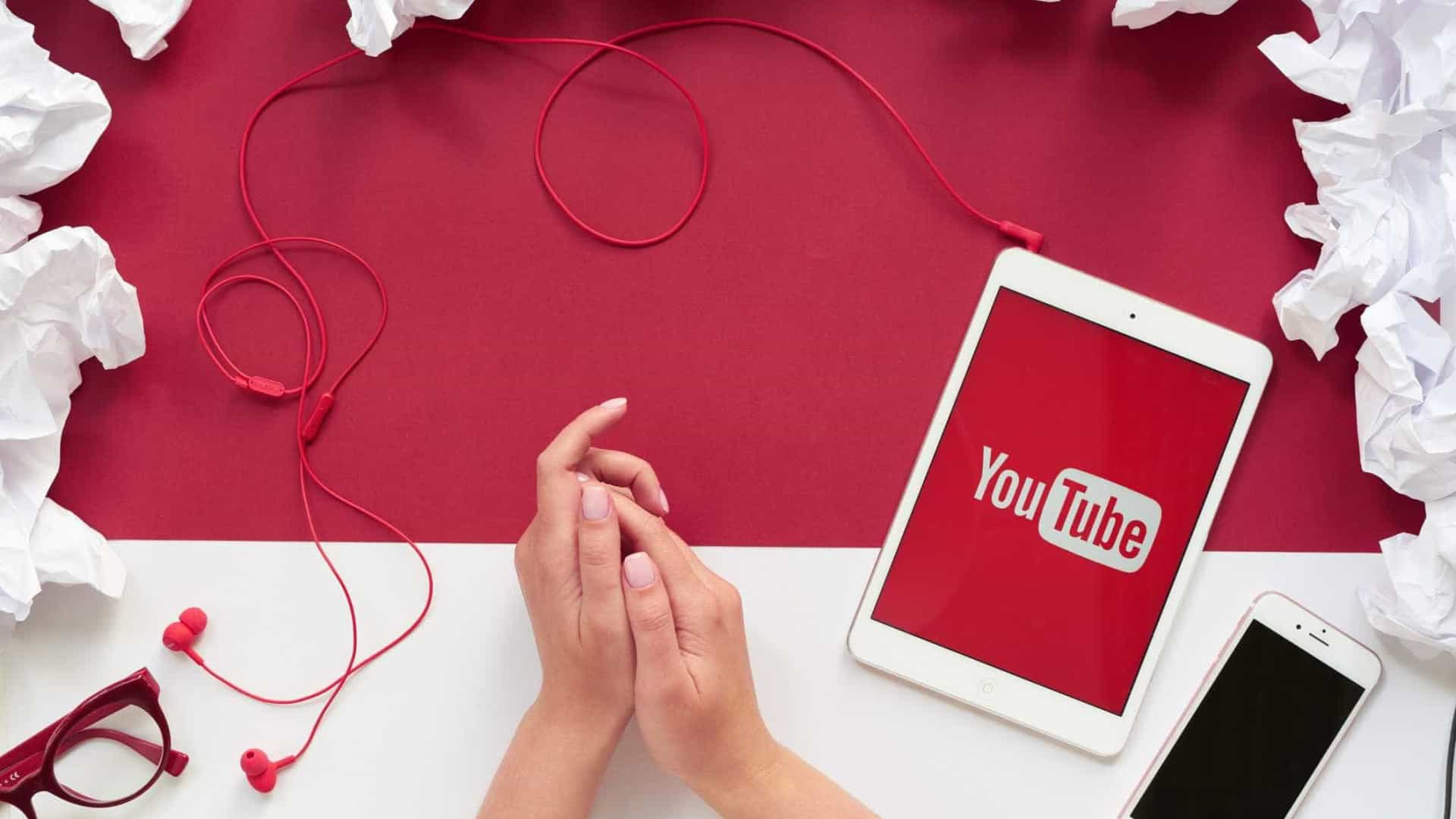 YouTube está a mostrar vídeos de conspiração a crianças