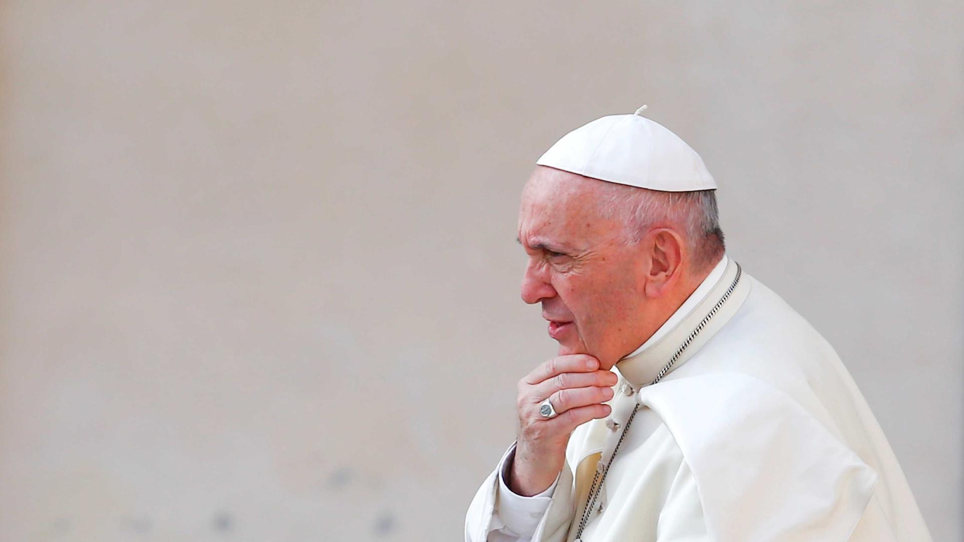 """Papa pede fim do """"muro de cumplicidade"""" que agrava situação dos migrantes"""