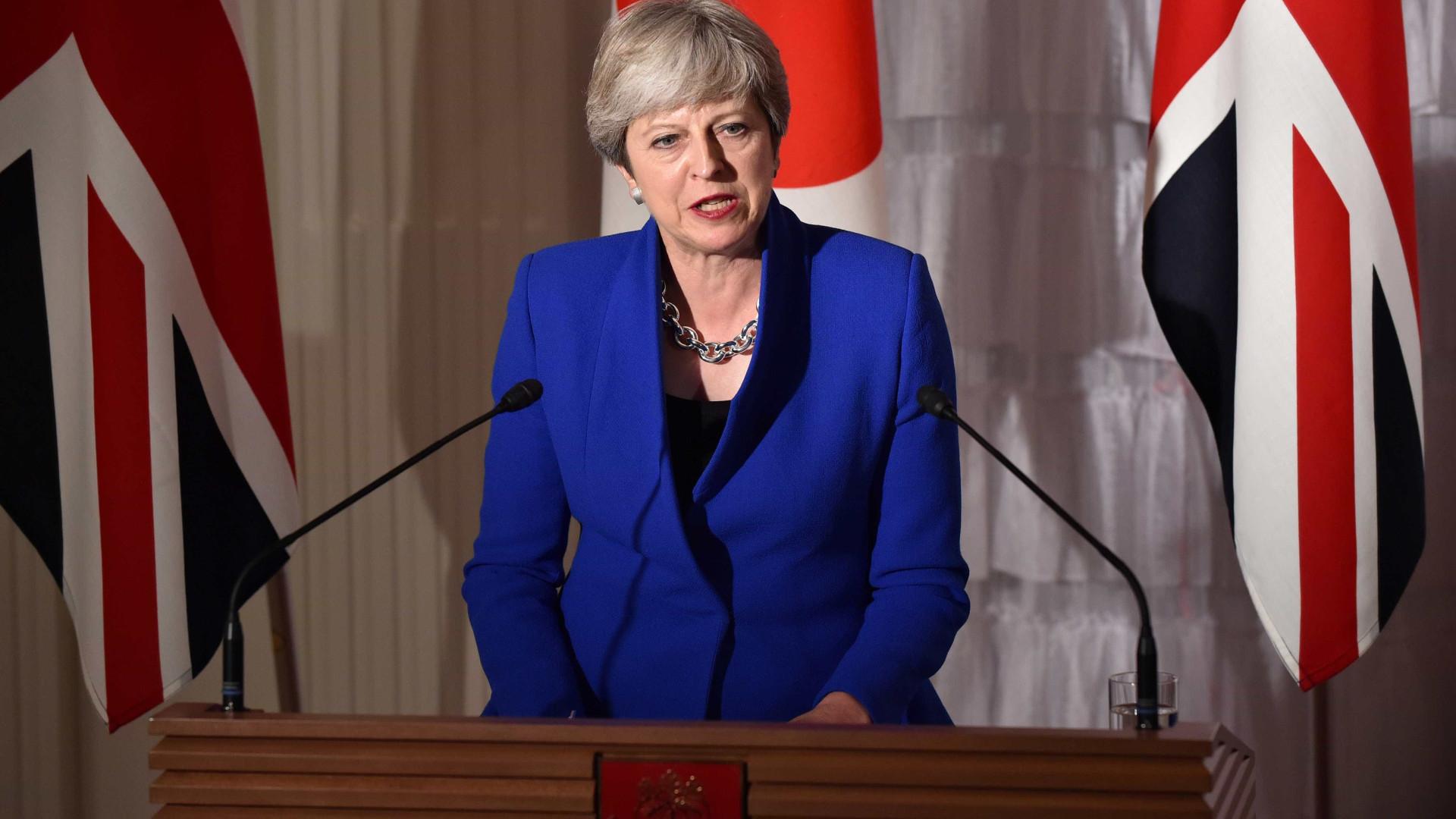 """Theresa May manifesta """"apoio indefetível"""" à oposição venezuelana"""