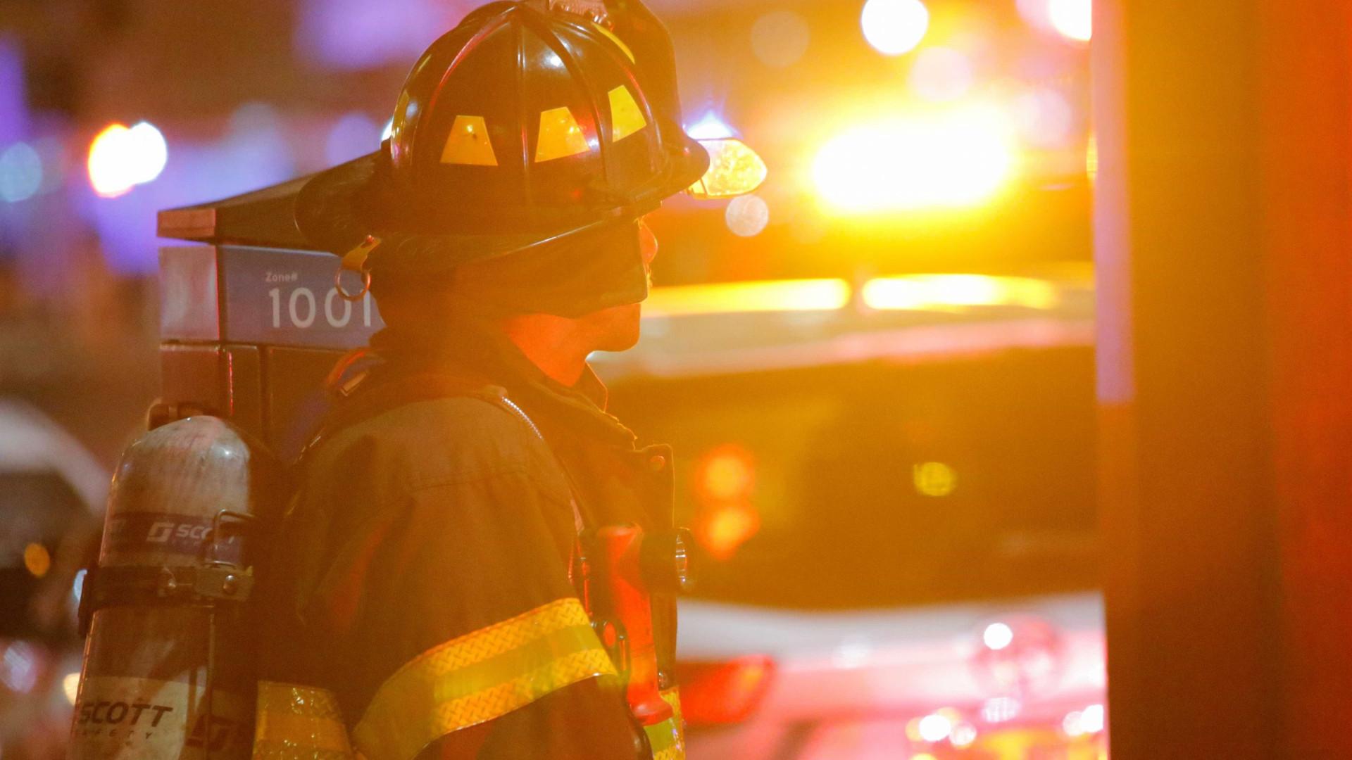 Ao tentar matar aranha gigante, homem pega fogo à própria casa