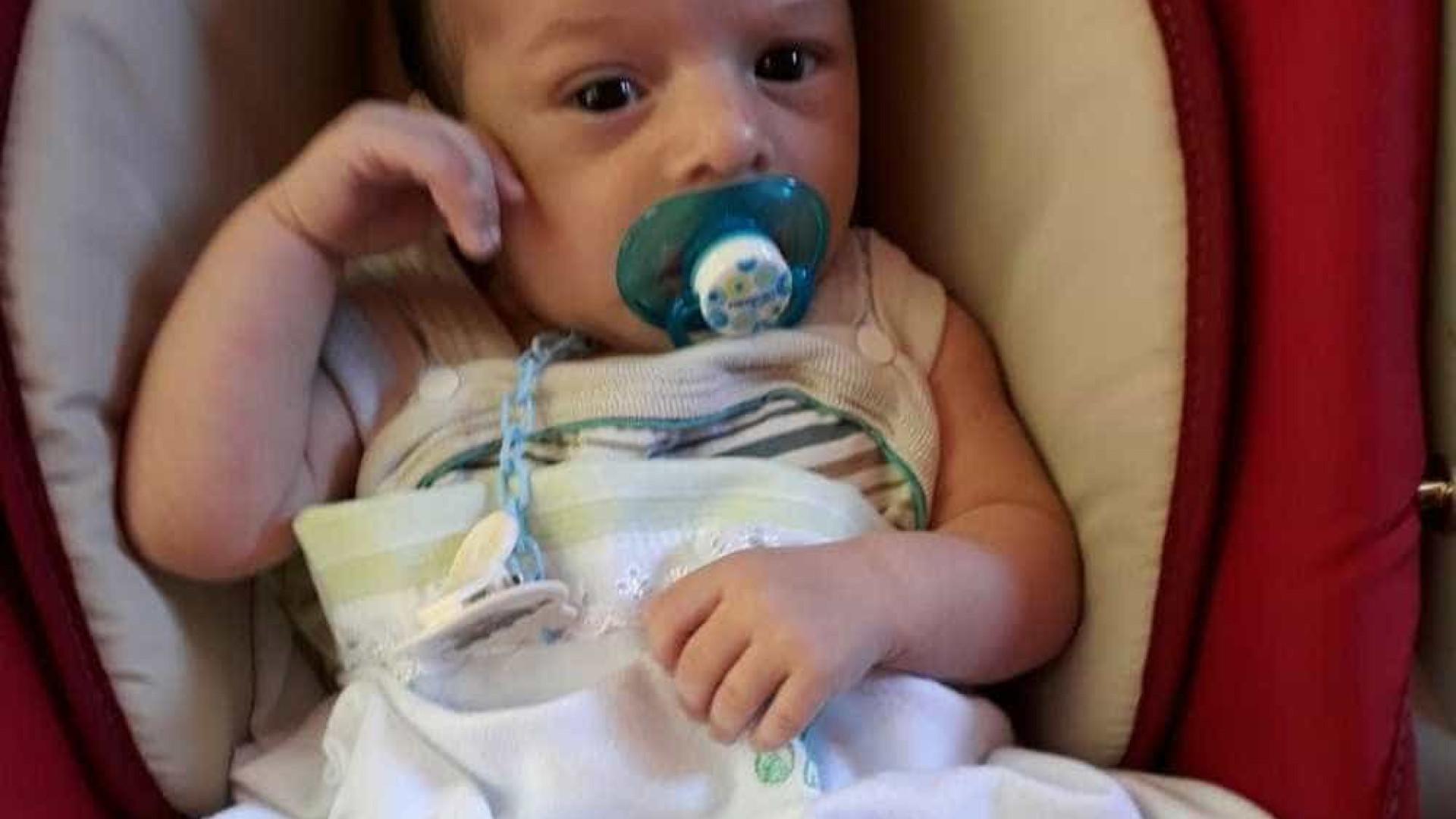 Bebé morre após ficar ferida durante briga entre irmãos