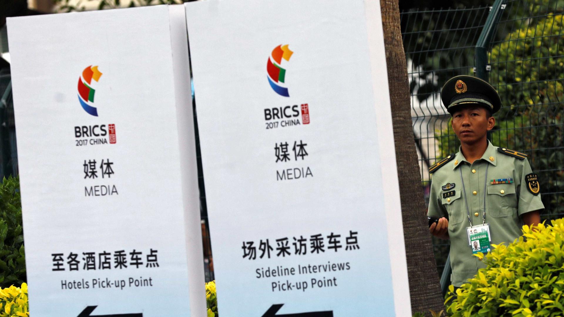 Em encontro na China, Temer assina 14 acordos