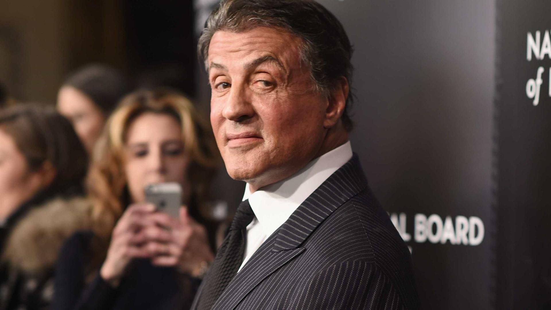 Acusação de abuso sexual a Sylvester Stallone nos anos 90 sob revisão