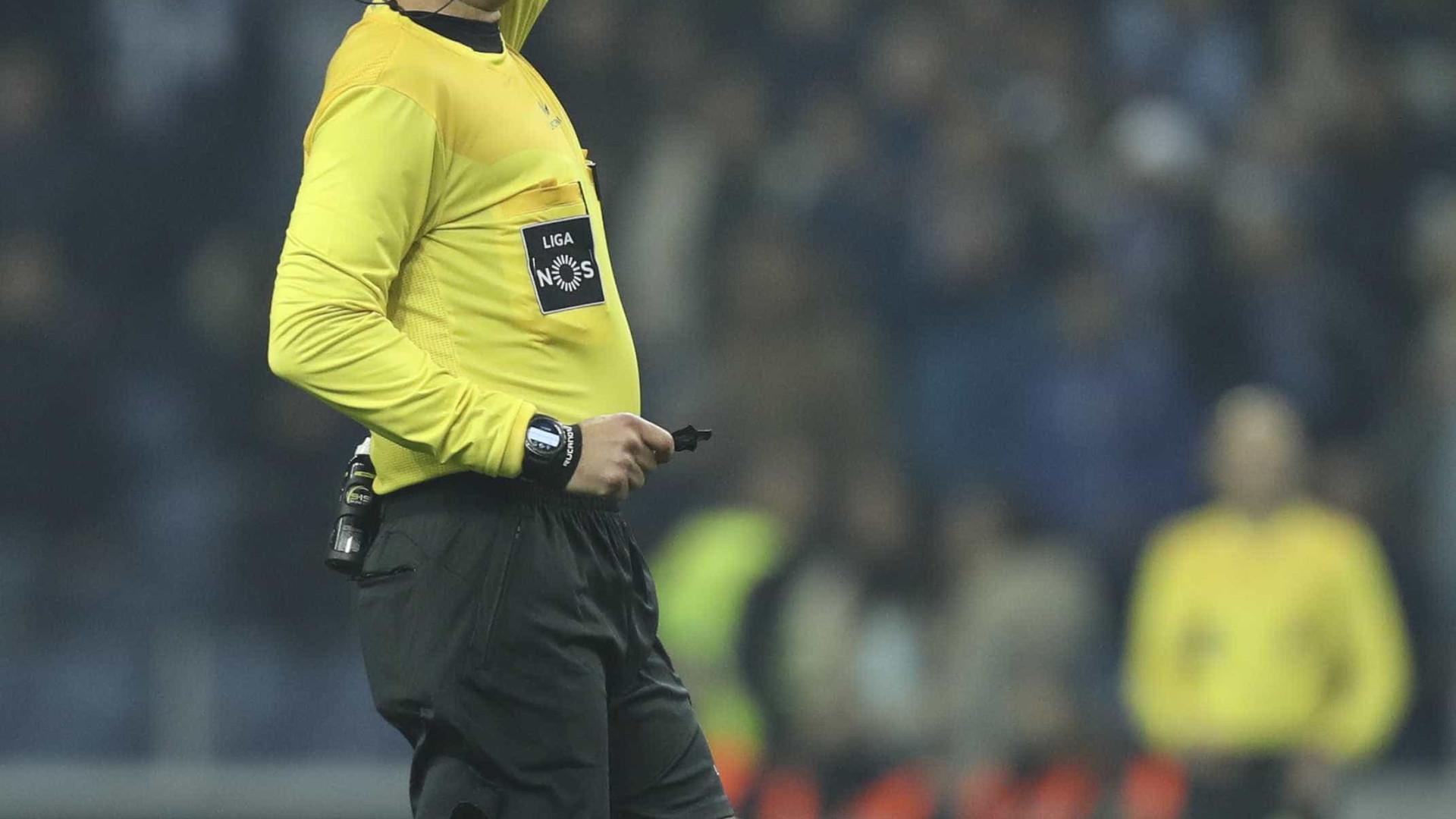 Estoril-FC Porto suspenso após evacuação de bancada