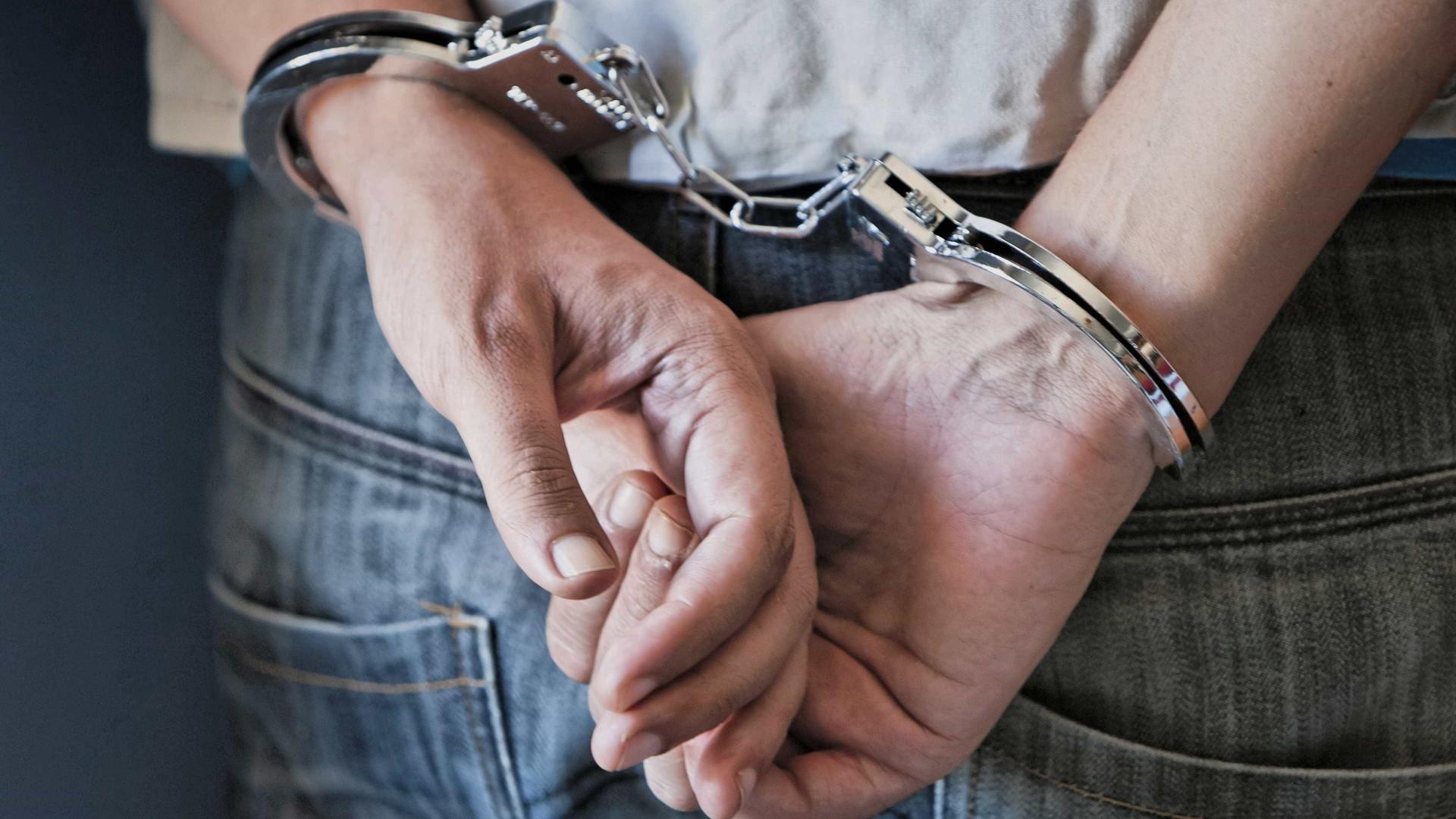 Adolescentes roubam mulher junto a restaurante em Sintra