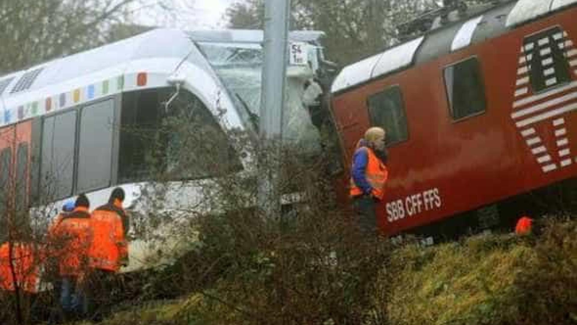 Colisão de dois comboios faz pelo menos 30 feridos — Suíça