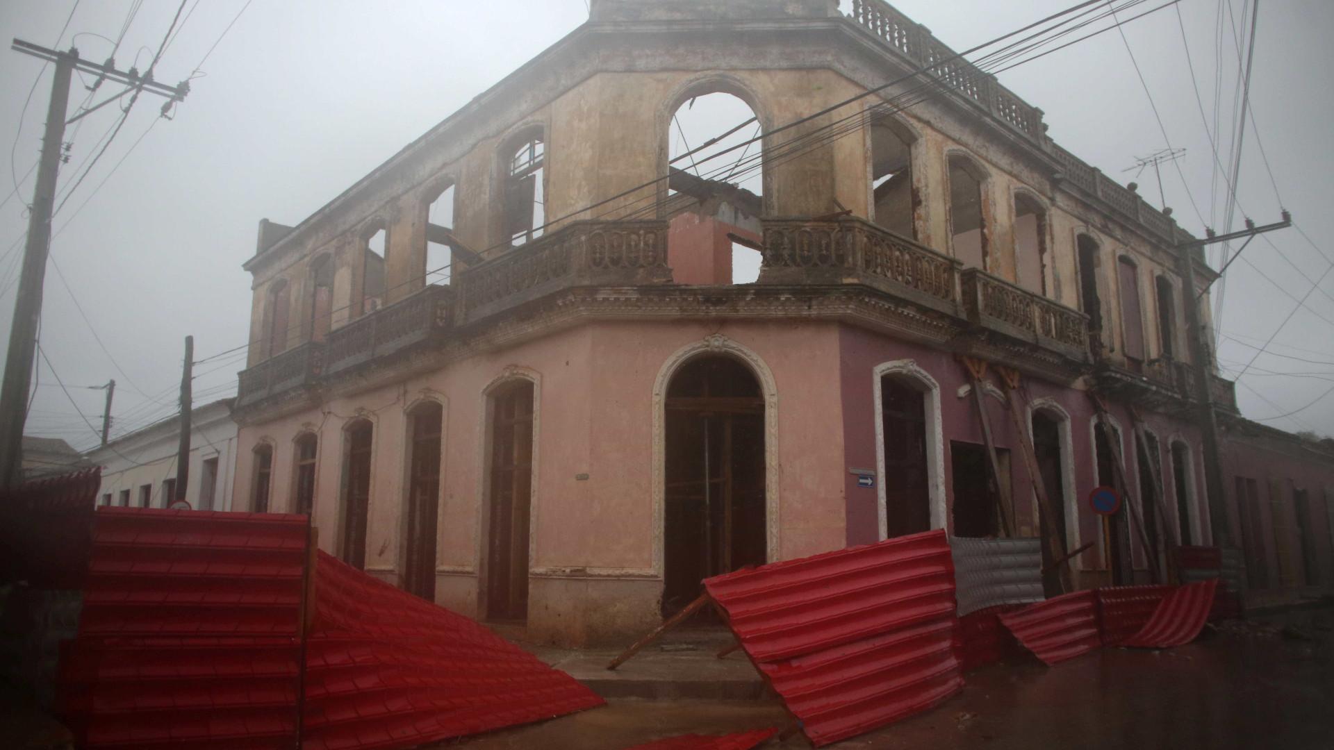 Furacão Irma atravessa Cuba e já causa chuva forte na Flórida
