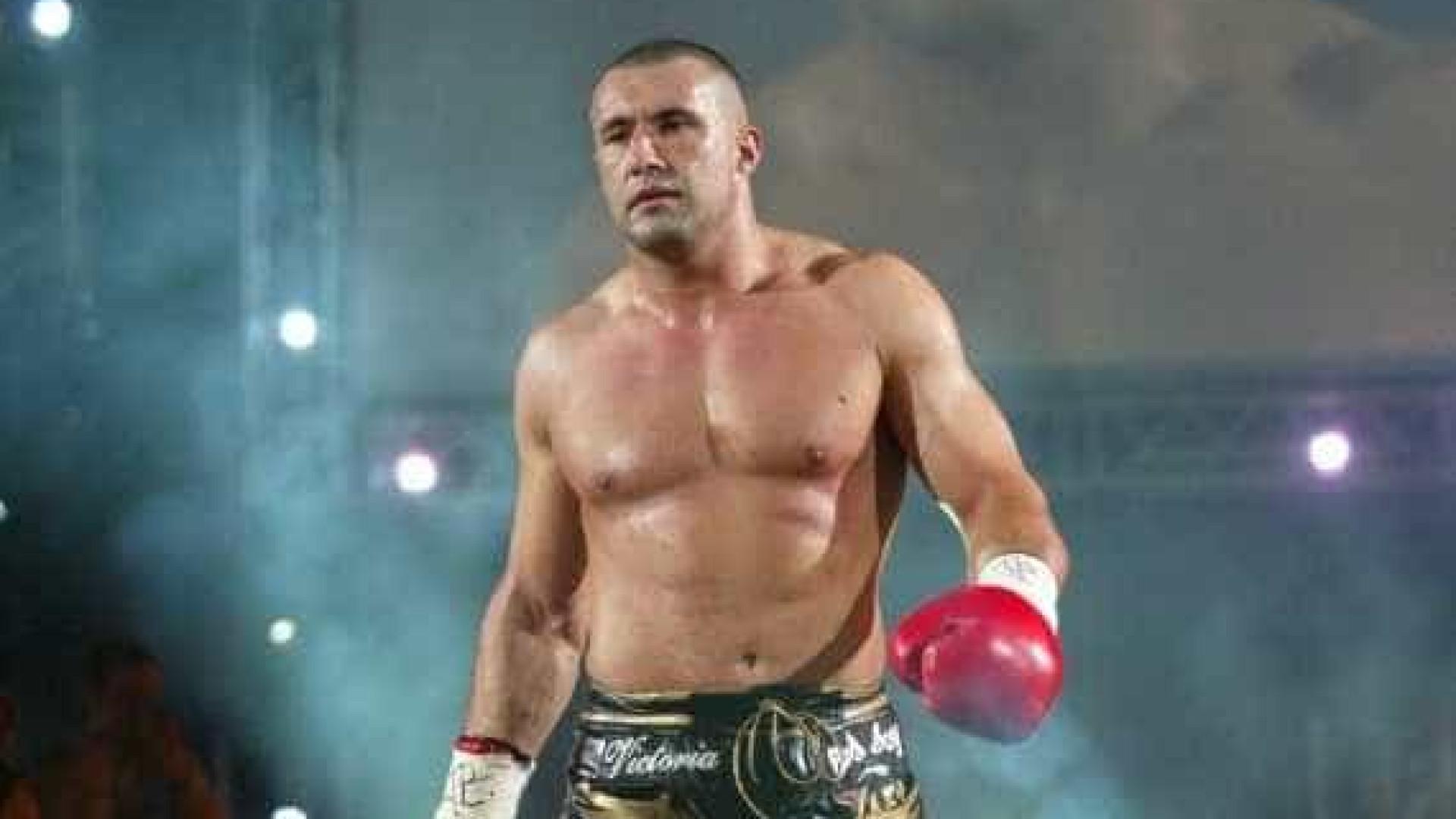 Campeão do mundo de kickboxing salva pessoas de linchamento